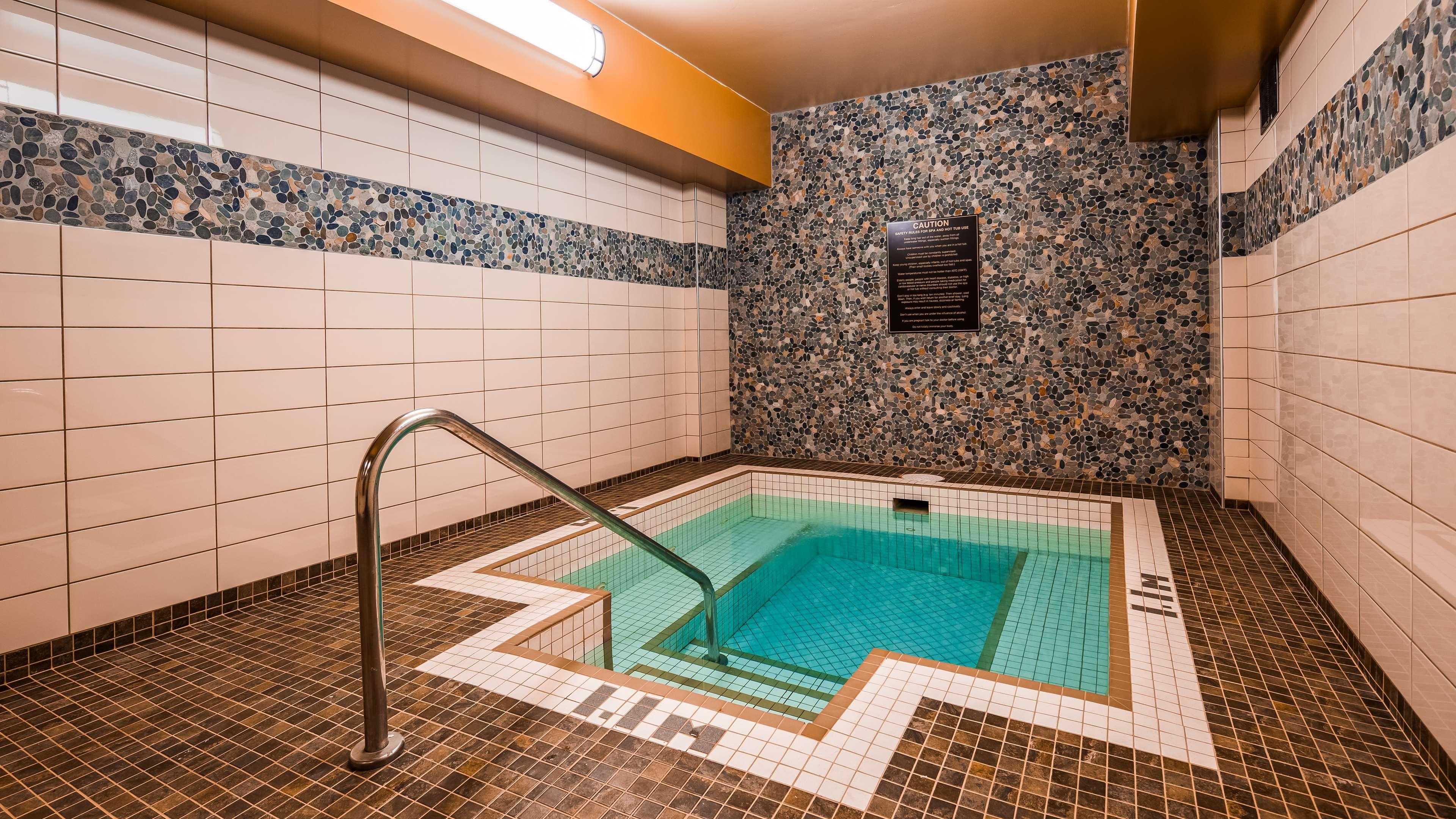 Best Western Plus Barclay Hotel in Port Alberni: Indoor Hot Tub