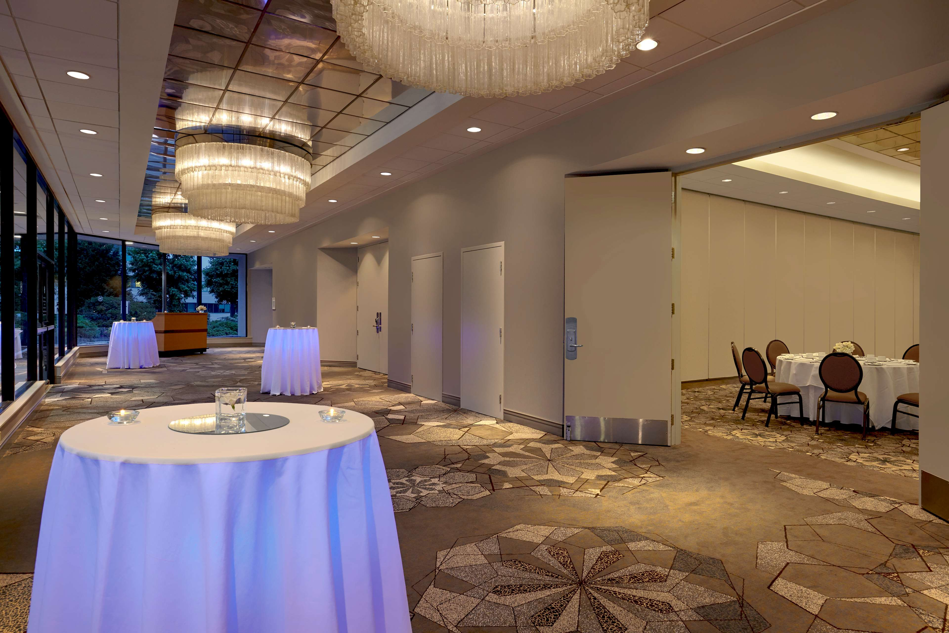 Sheraton Vancouver Guildford Hotel in Surrey: Guildford Ballroom Foyer