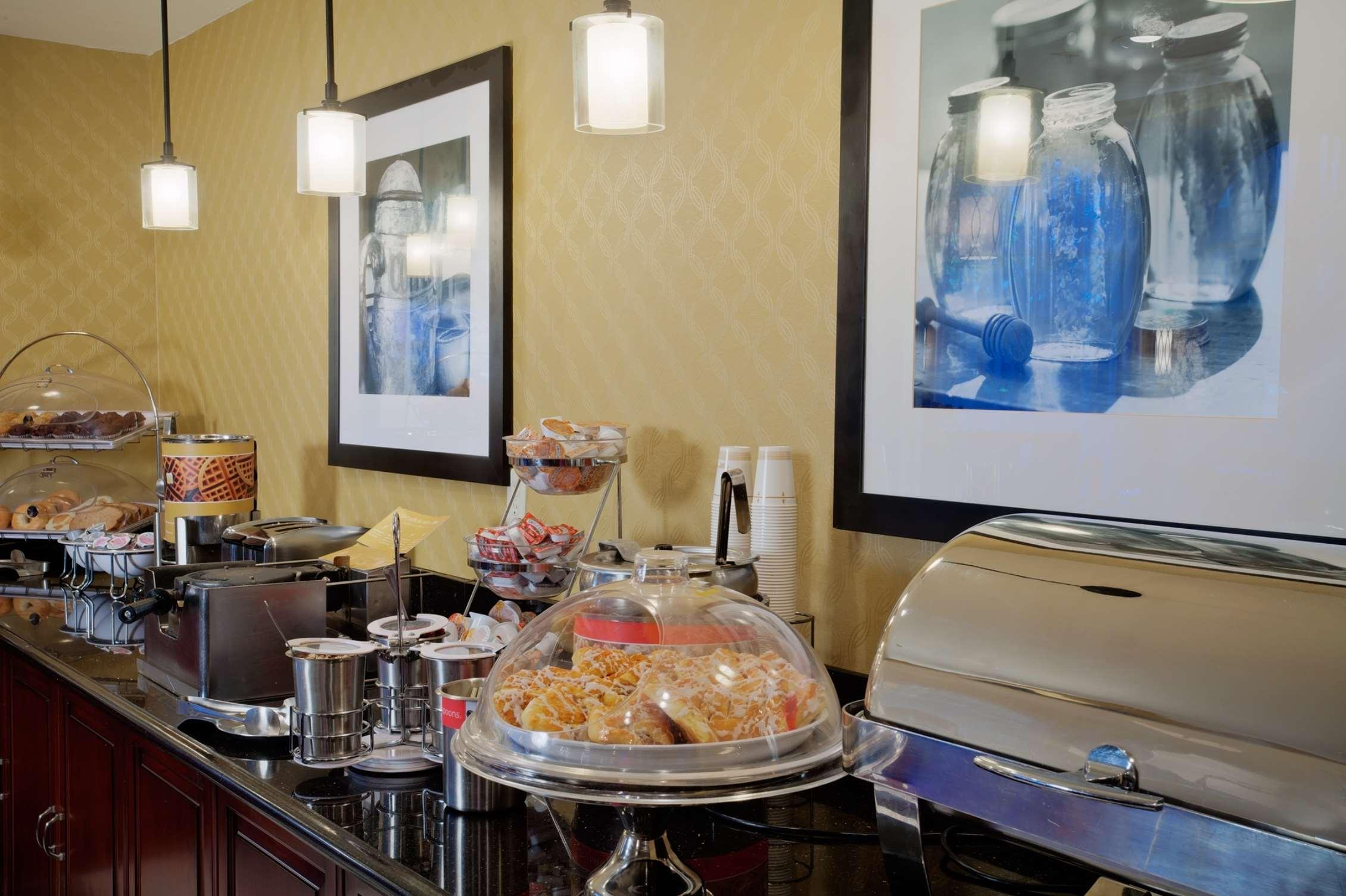 Hampton Inn & Suites Salt Lake City Airport image 9