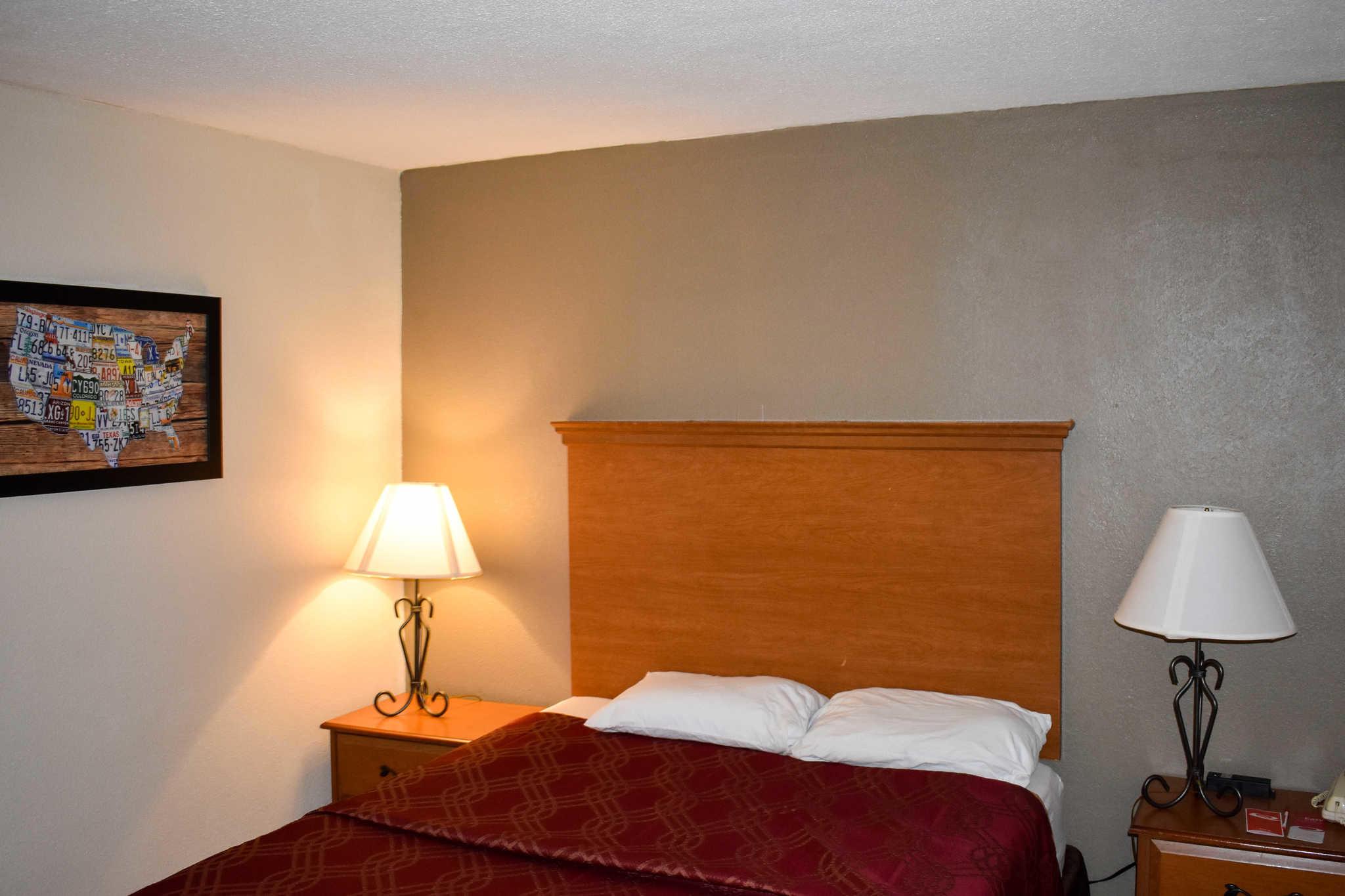 Econo Lodge Inn & Suites - Closed image 13