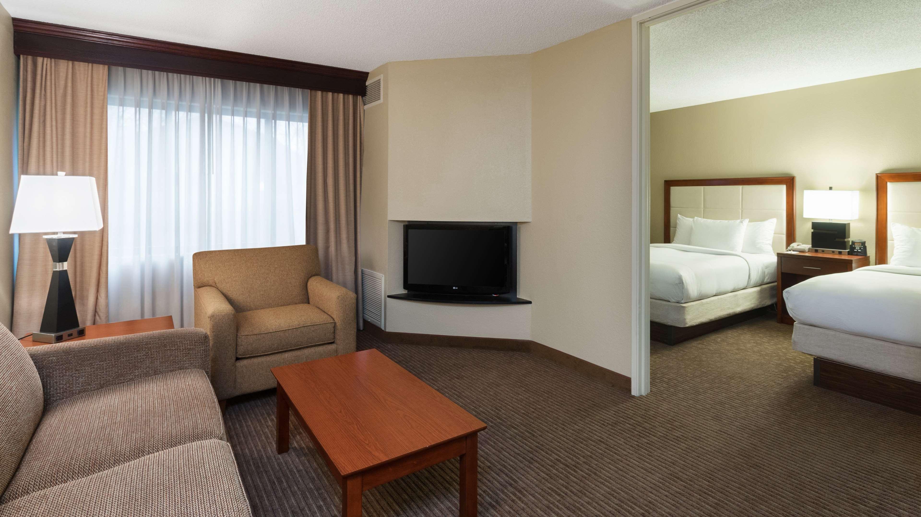 DoubleTree Suites by Hilton Hotel Cincinnati - Blue Ash image 28
