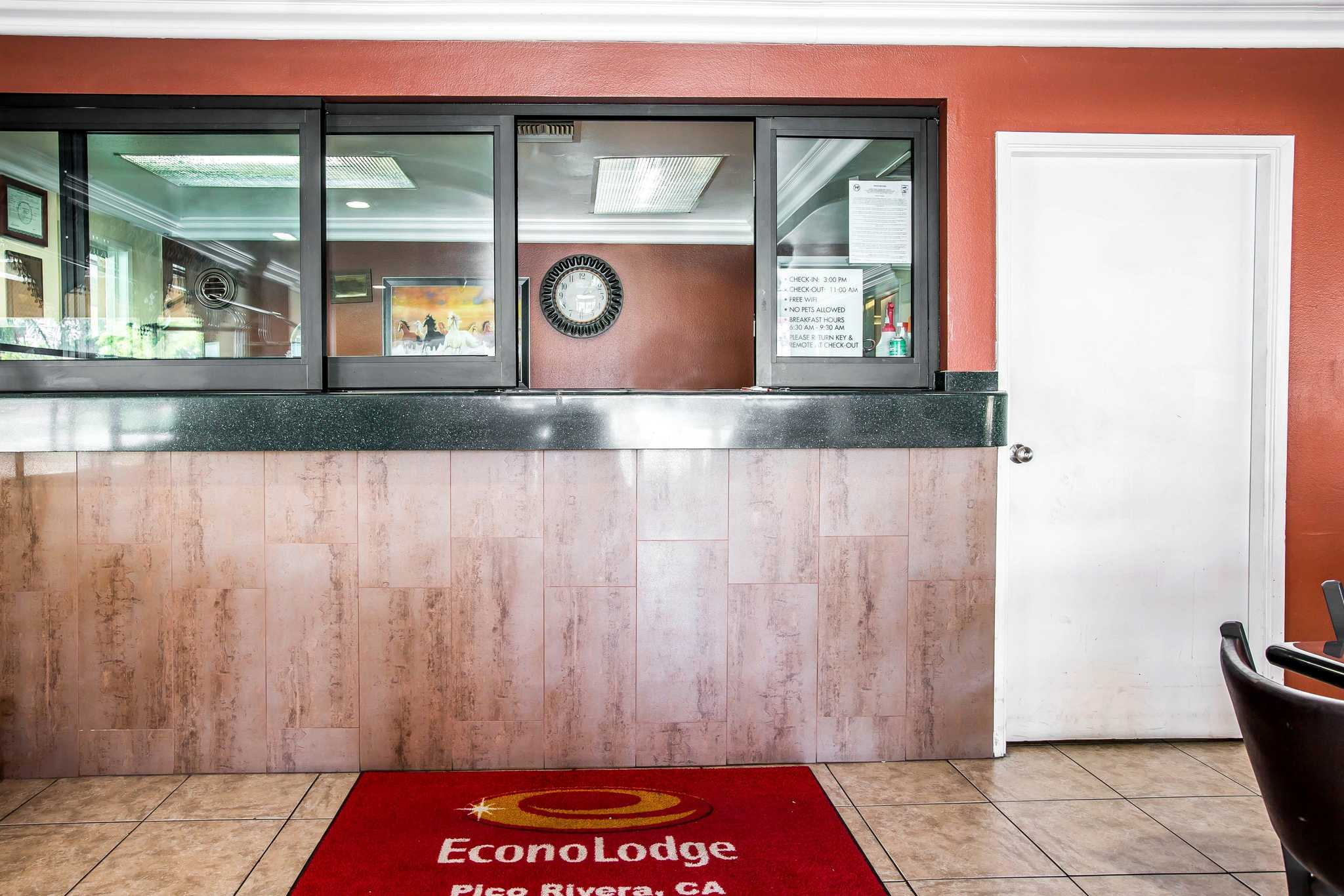 Econo Lodge image 17