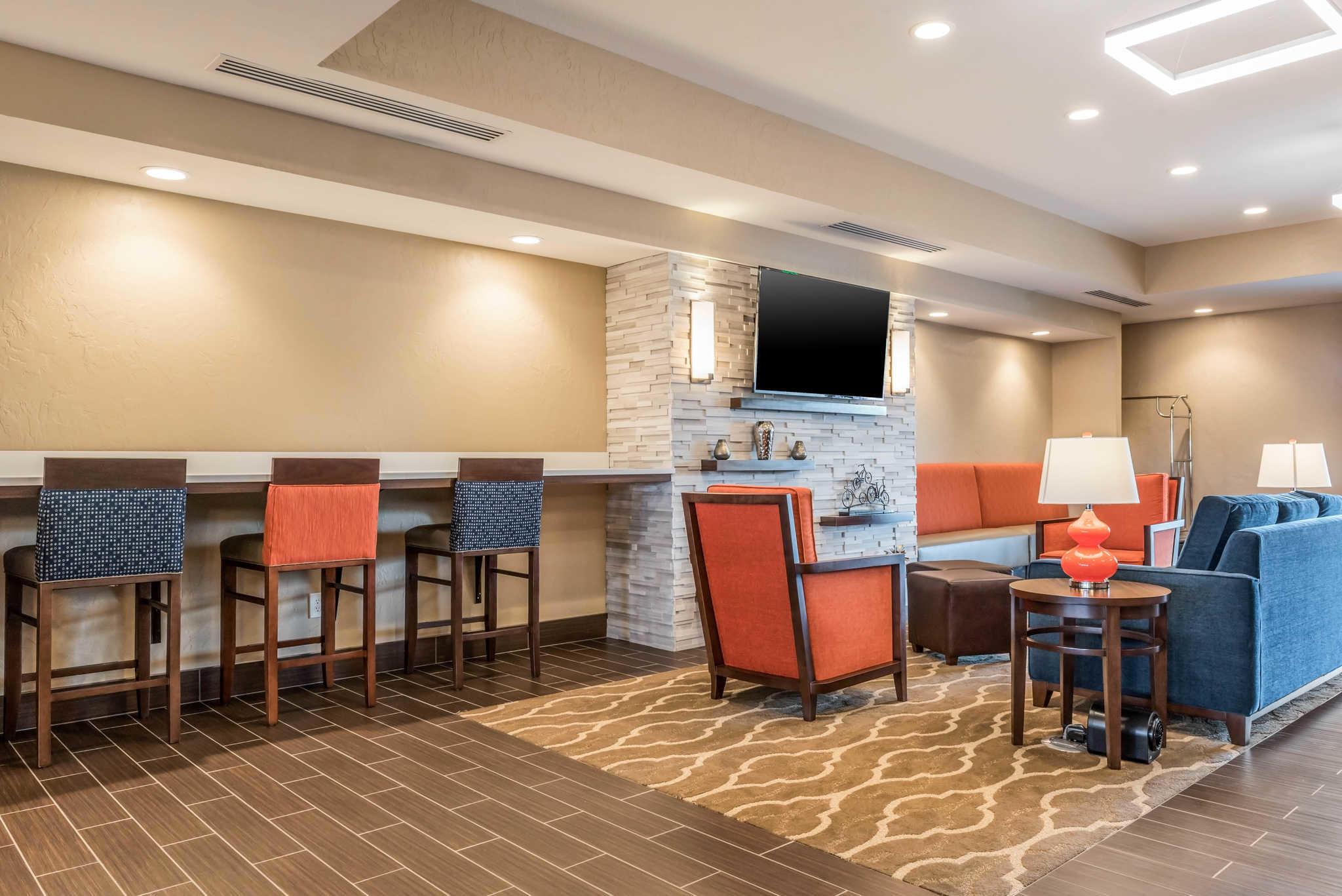 Hotel Rooms In The Newport Kentucky Area