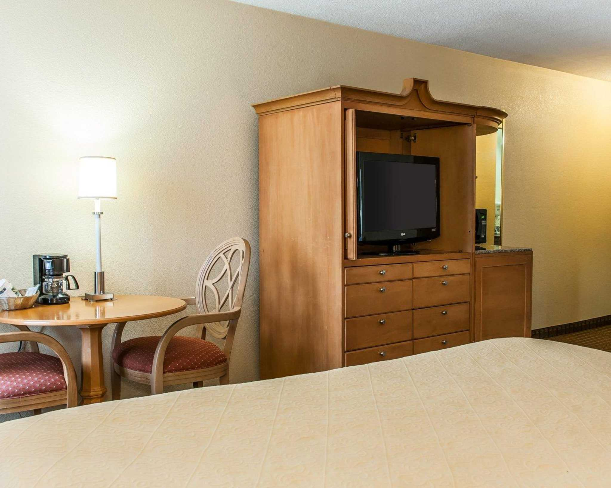 Quality Inn & Suites Shelbyville I-74 image 5