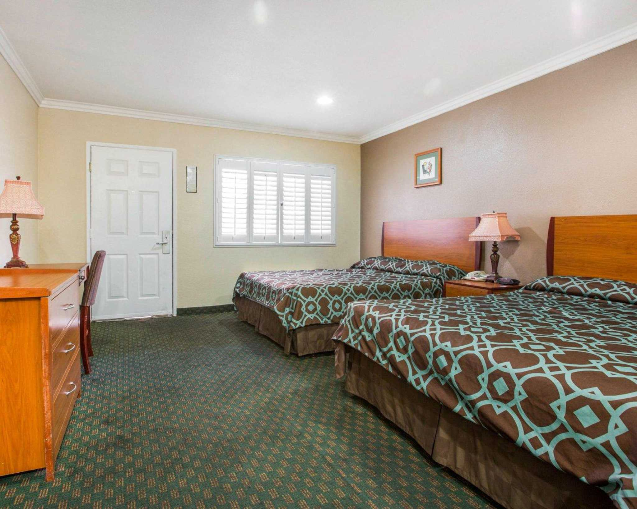 Rodeway Inn & Suites Near Convention Center image 23