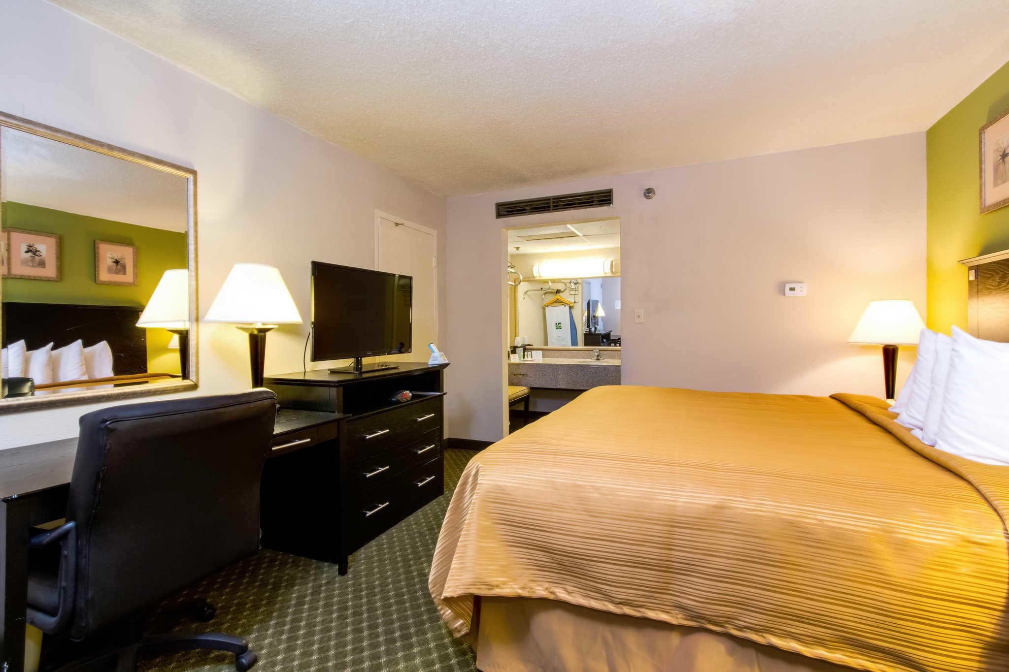 Quality Inn & Suites Moline - Quad Cities image 6