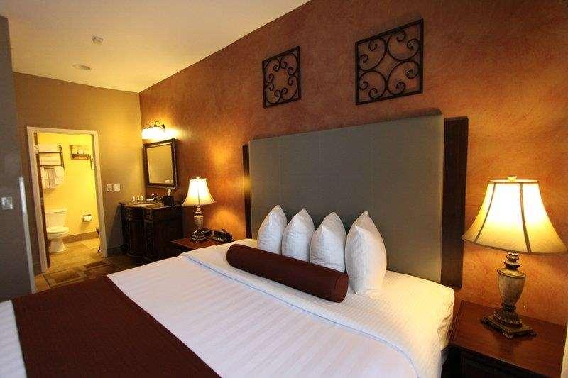 Best Western Plus Hannaford Inn & Suites image 25