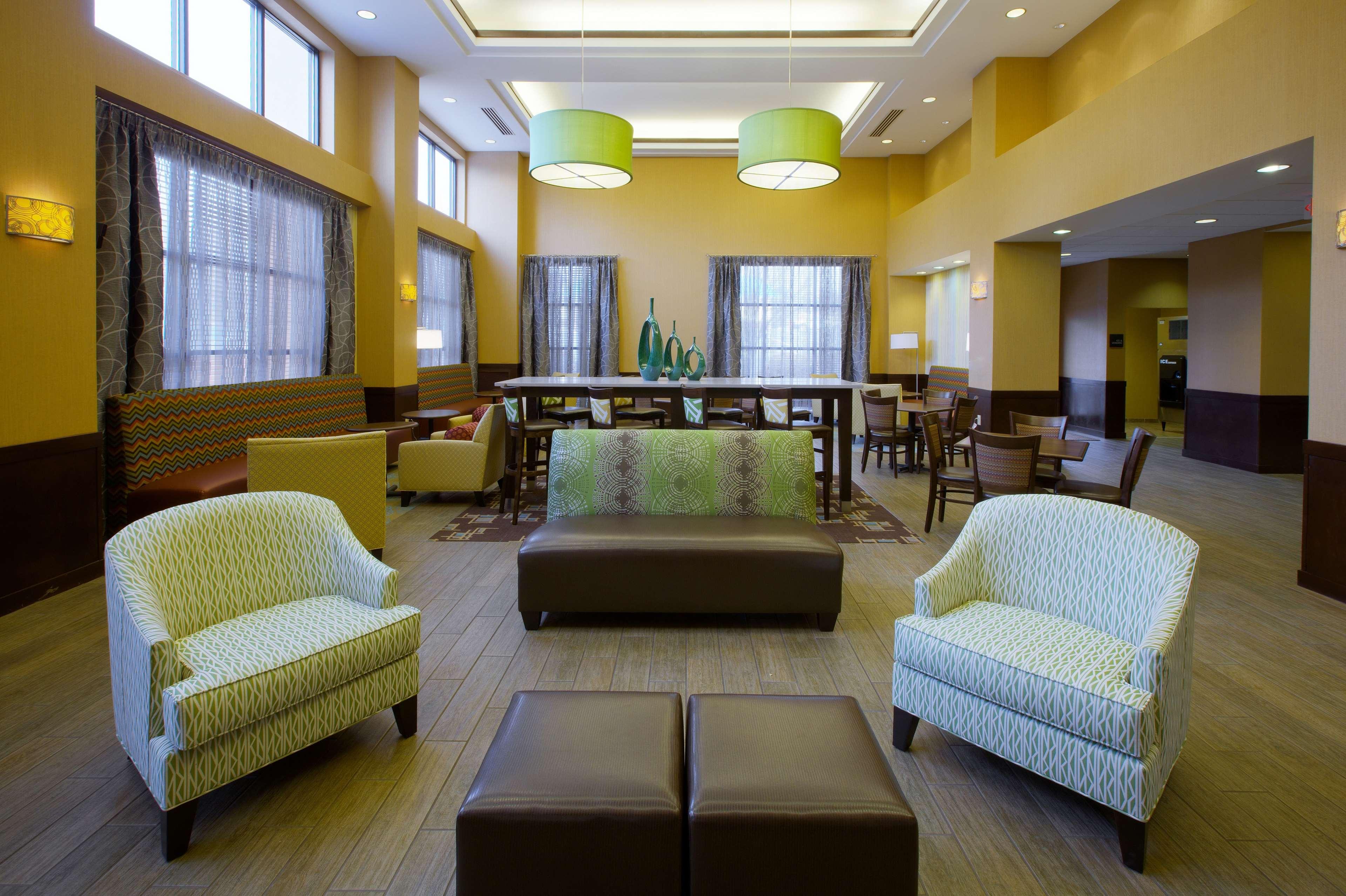 Hampton Inn & Suites Burlington image 0