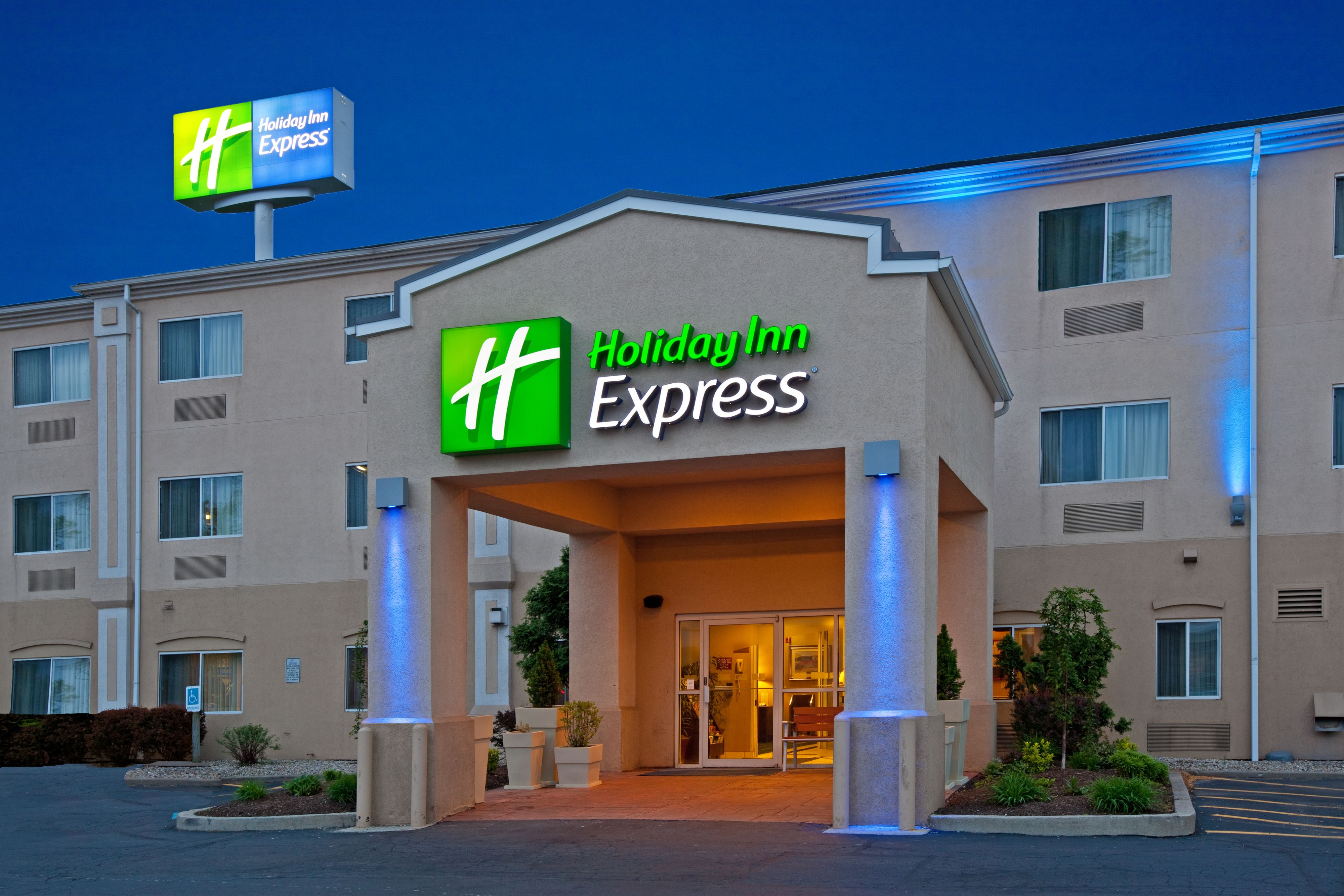 Holiday Inn Express & Suites Middleboro Raynham image 5