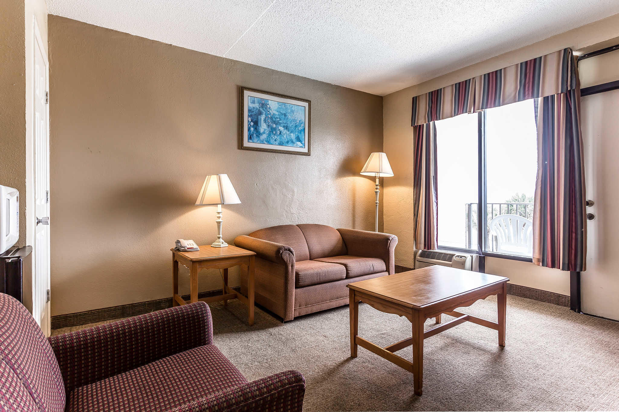 Econo Lodge Inn & Suites Beach Front Central image 15