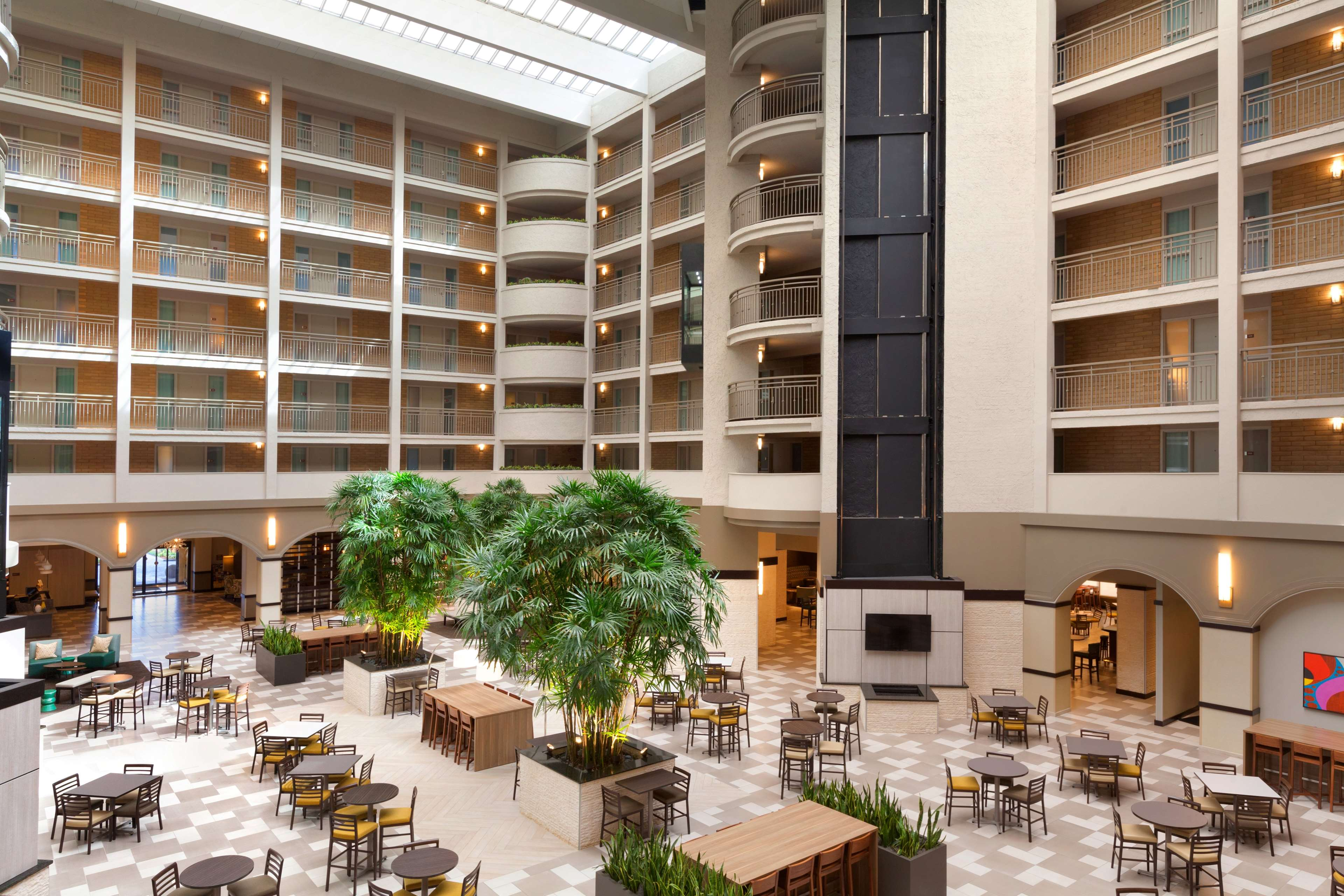 Embassy Suites by Hilton Jacksonville Baymeadows image 4