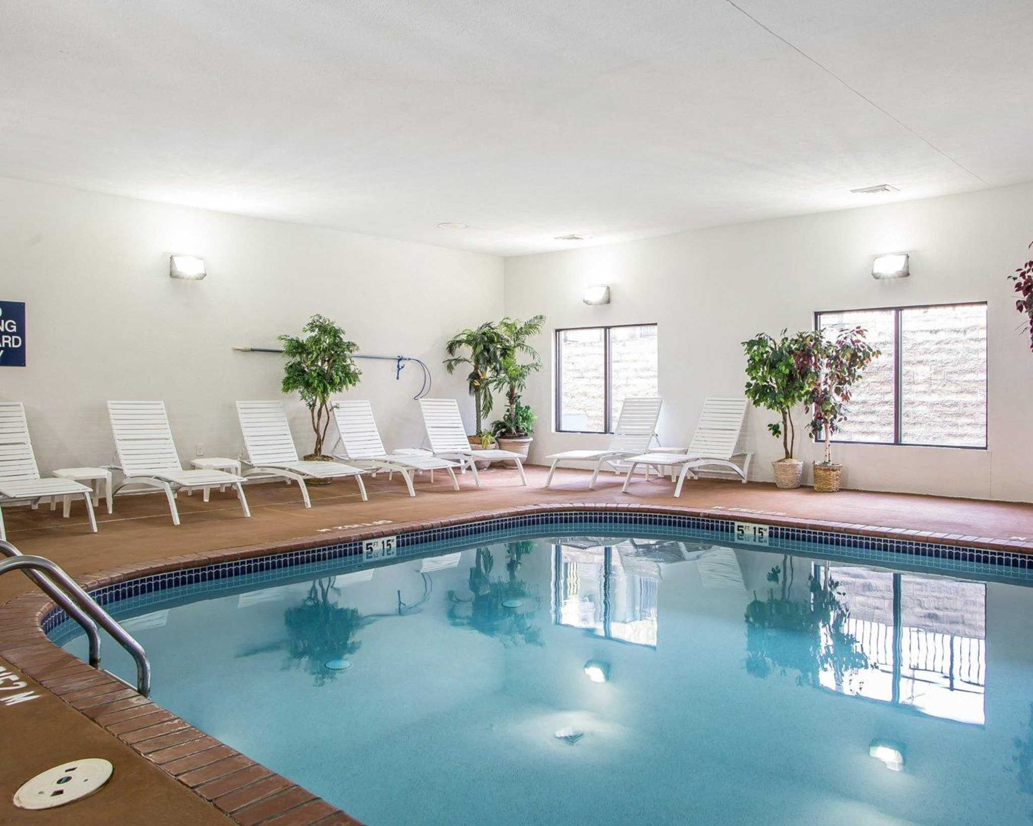 Comfort Suites Jefferson City image 3