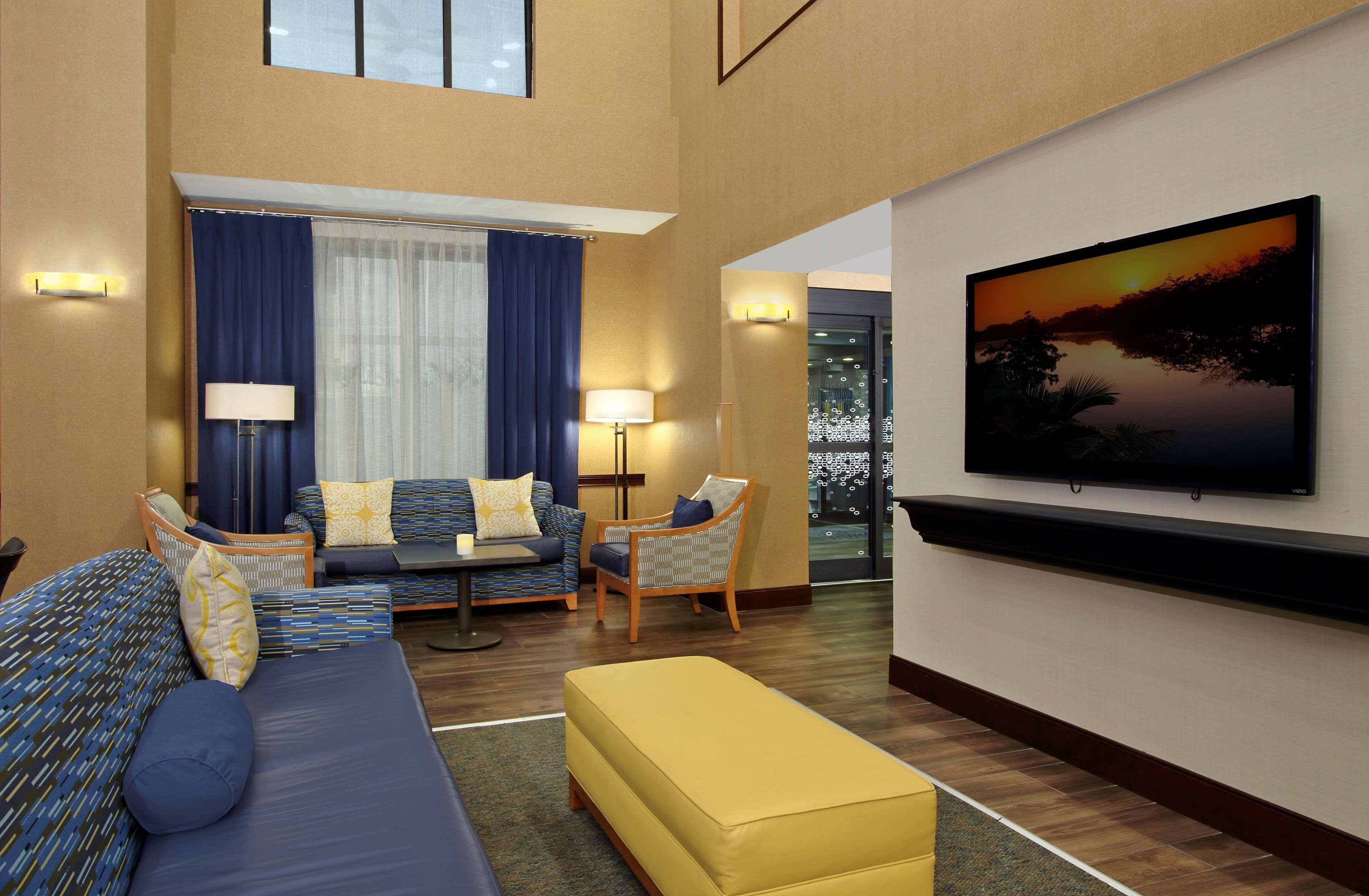 Hampton Inn & Suites Murray image 5