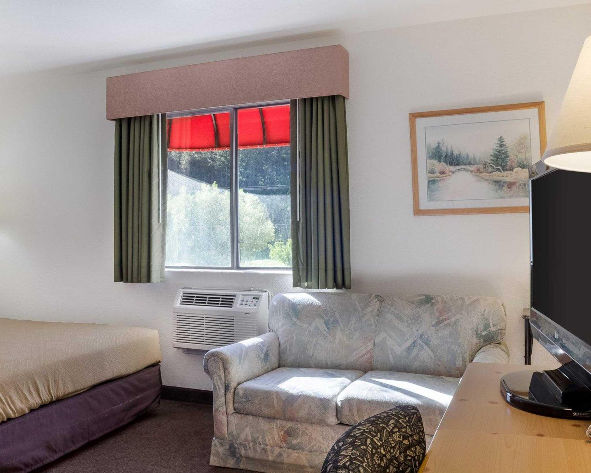 Econo Lodge Near Mt. Rushmore Memorial image 14