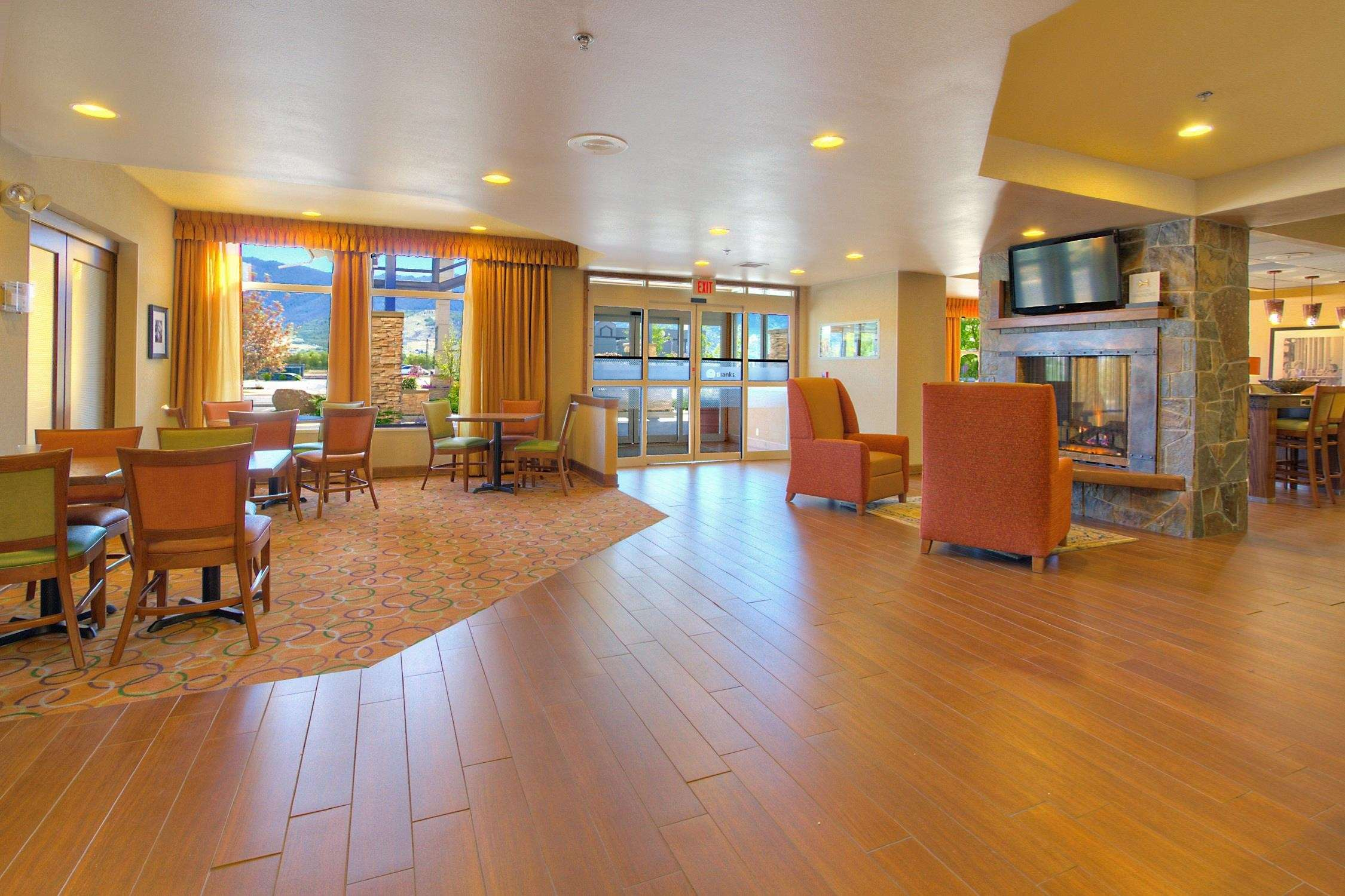 Hampton Inn Butte image 5
