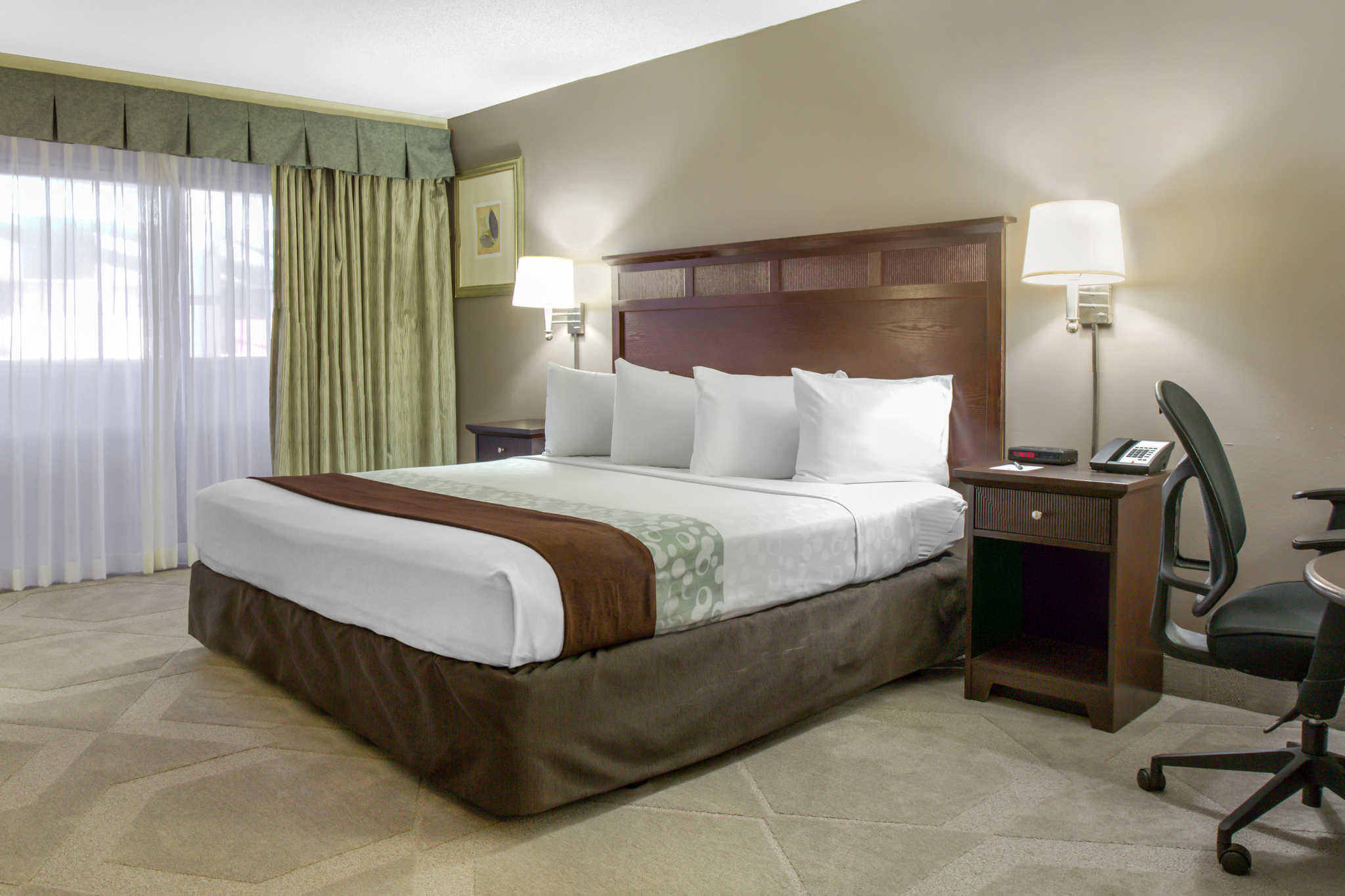 Clarion Hotel Orlando International Airport image 9