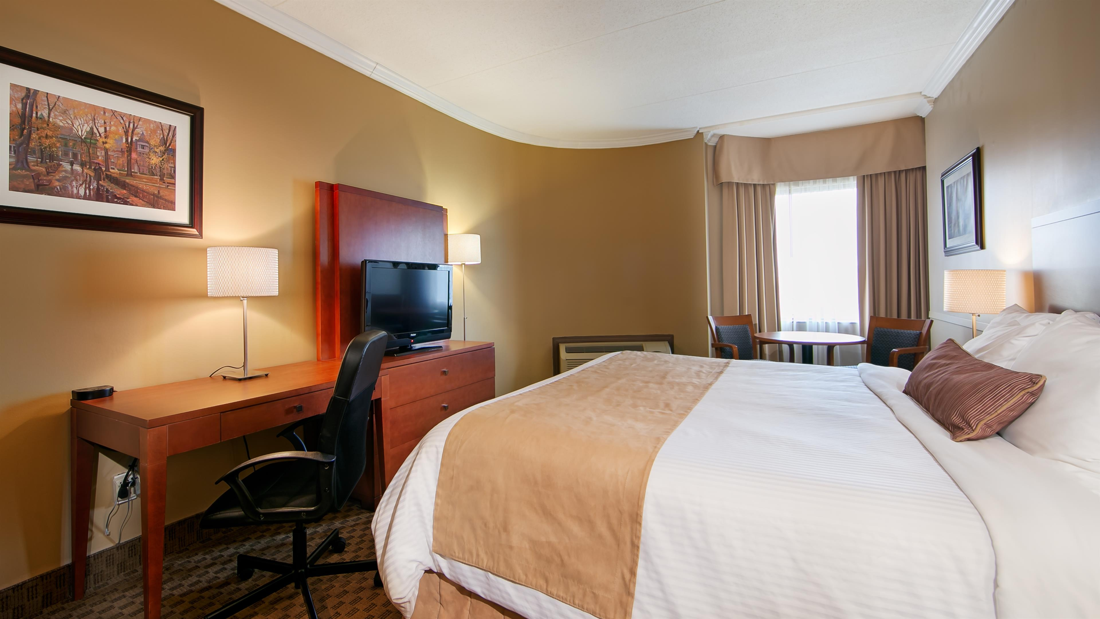 Best Western Laval-Montreal à Laval: One King Guest Room