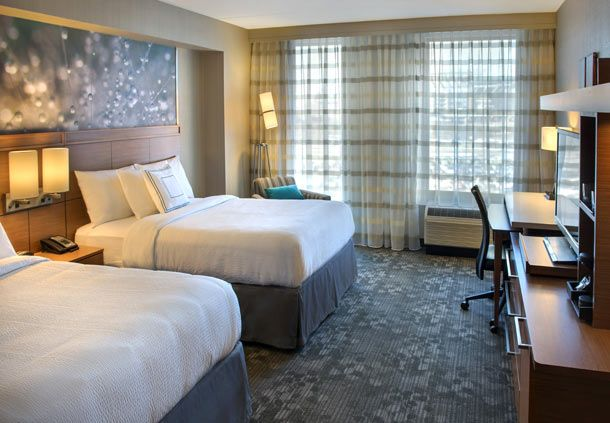 Courtyard by Marriott Philadelphia South at The Navy Yard image 6