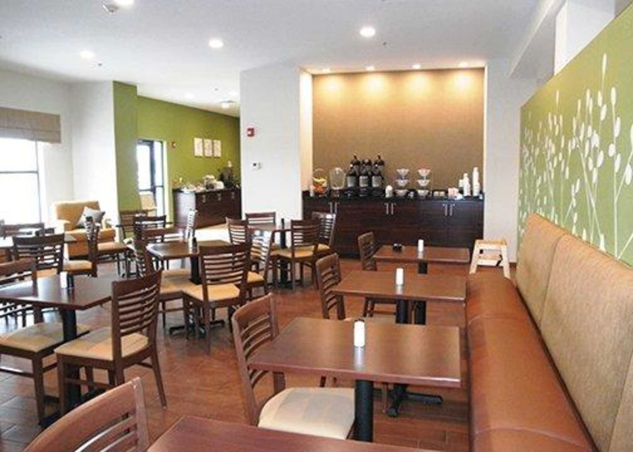 Sleep Inn & Suites Belmont / St. Clairsville image 5
