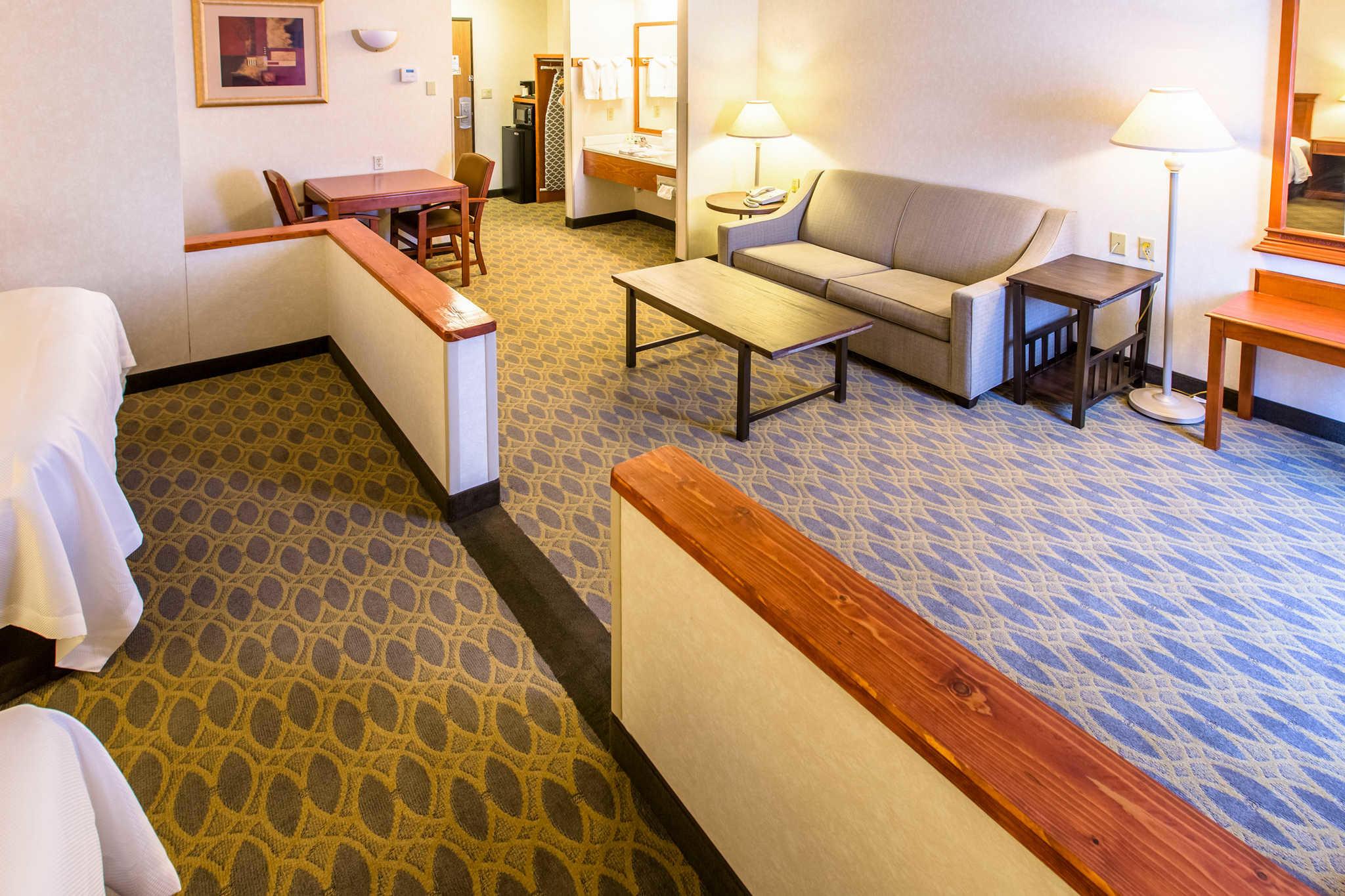 Quality Inn & Suites University image 15