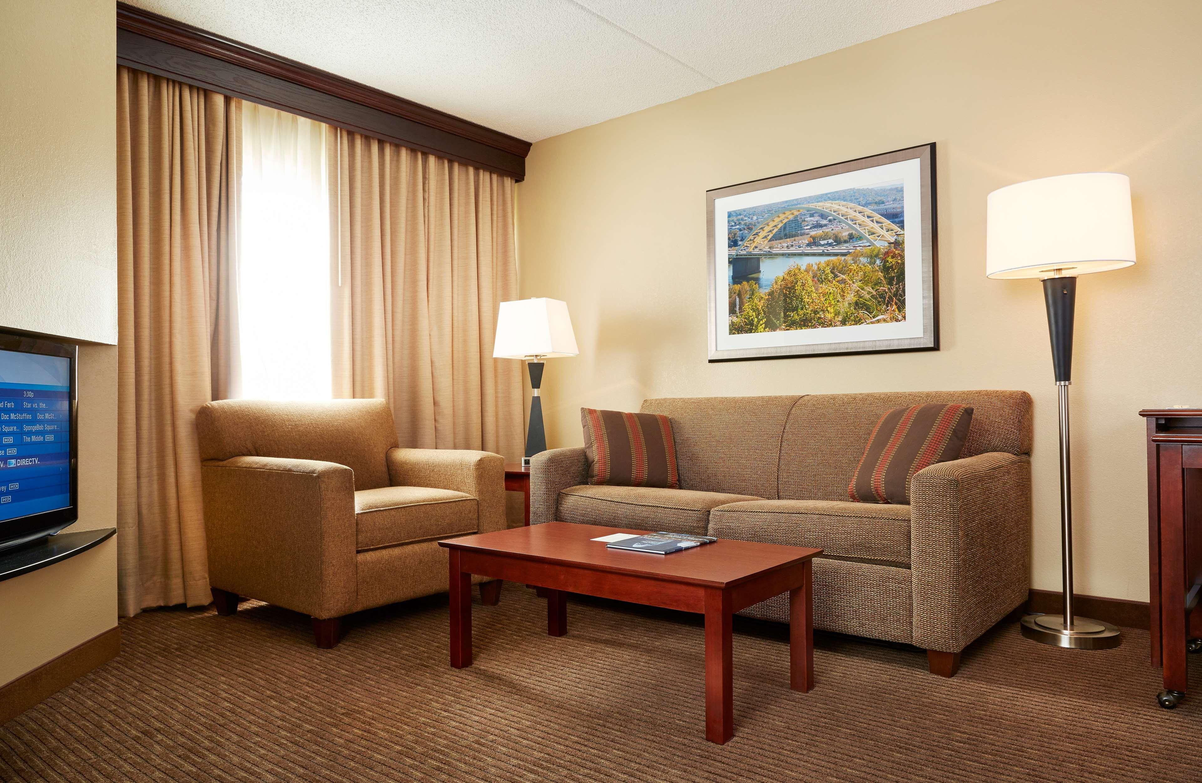 DoubleTree Suites by Hilton Hotel Cincinnati - Blue Ash image 19
