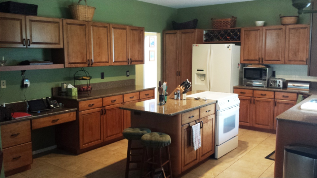 Re-A-Door Kitchen Cabinets Refacing | Free Estimates Tampa