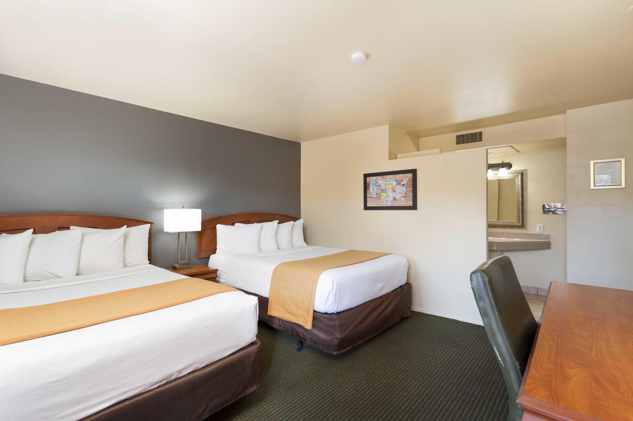Econo Lodge  Inn & Suites image 18
