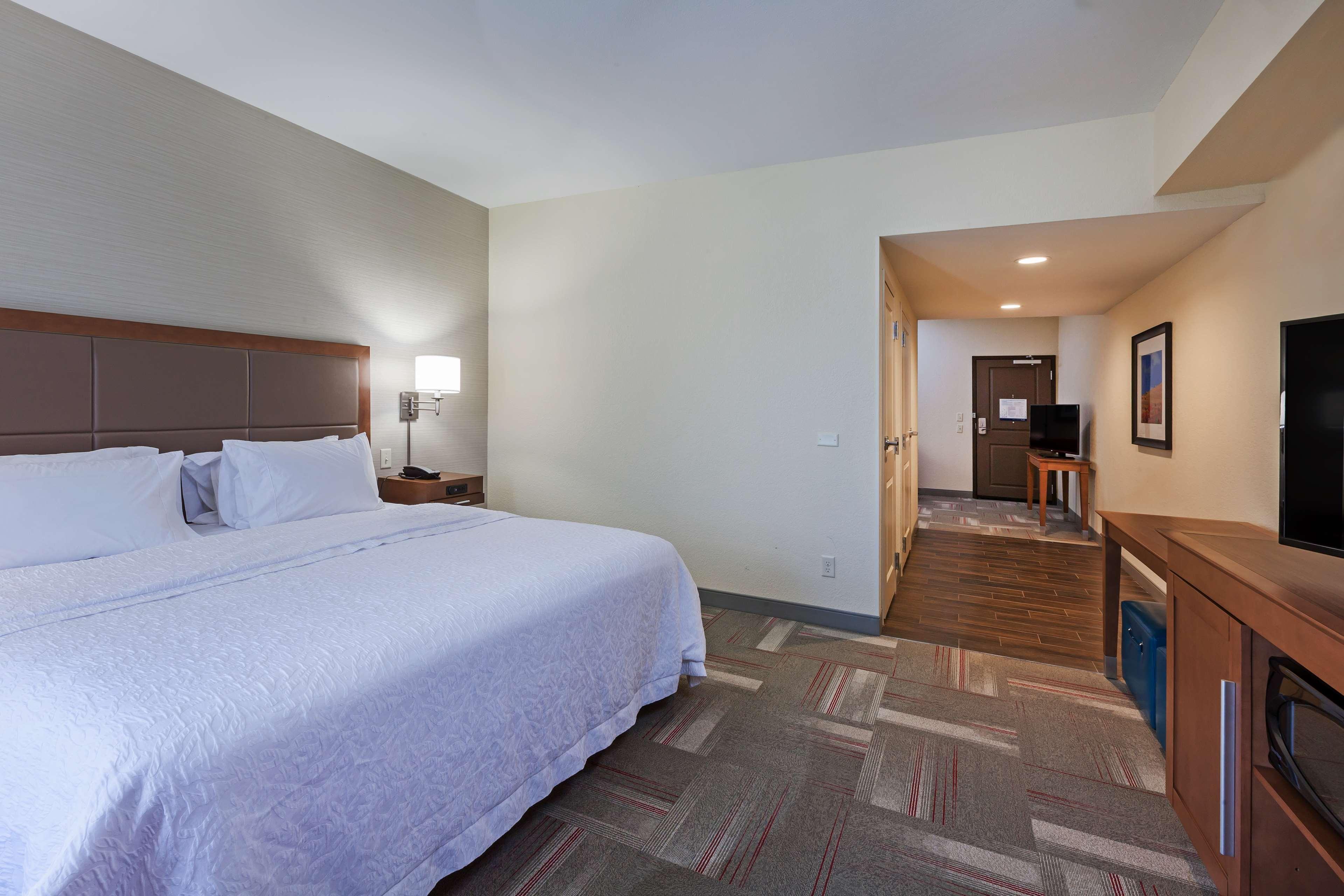 Hampton Inn & Suites Claremore image 18