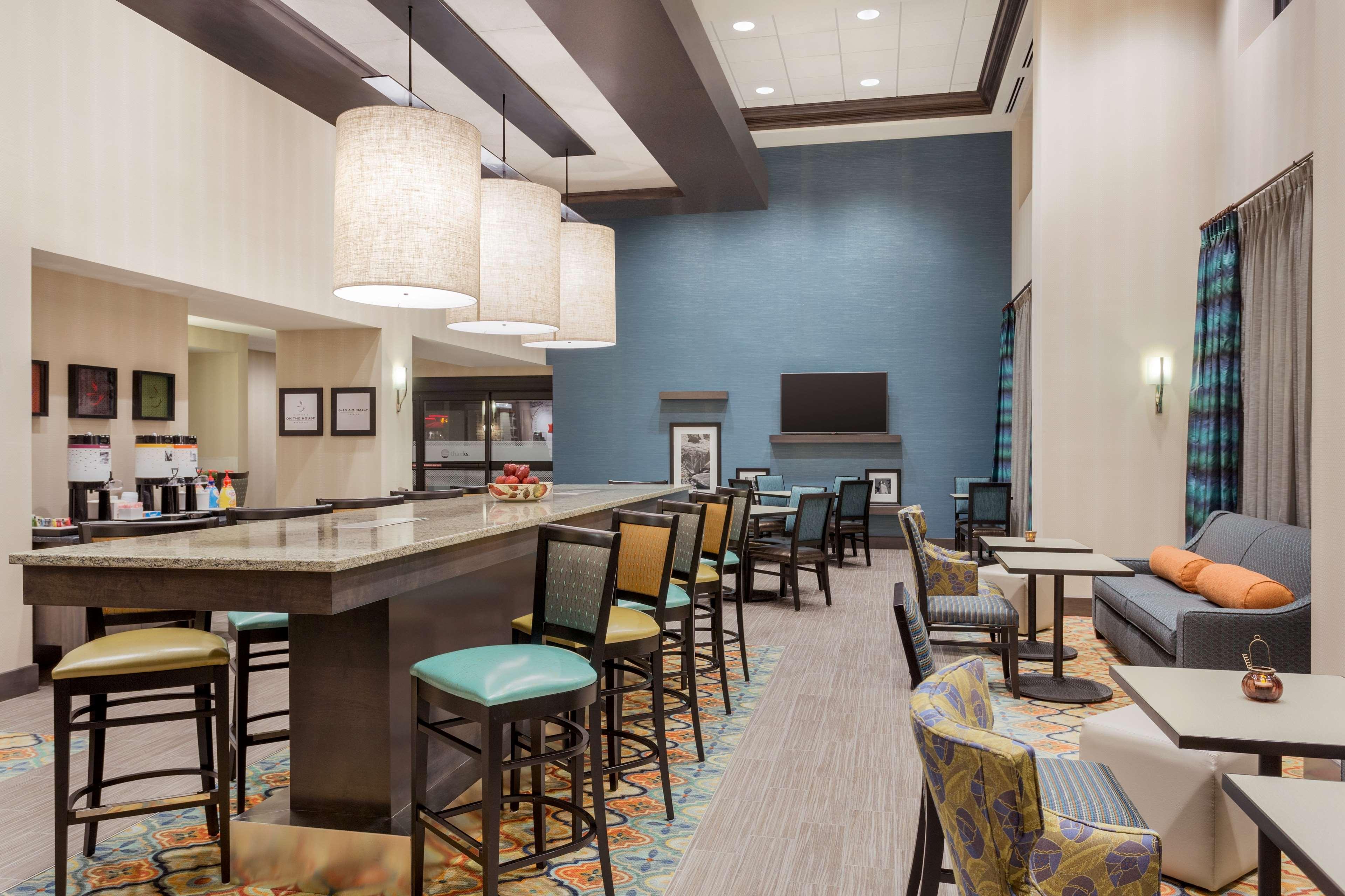 Hampton Inn & Suites West Des Moines/SW Mall Area image 3
