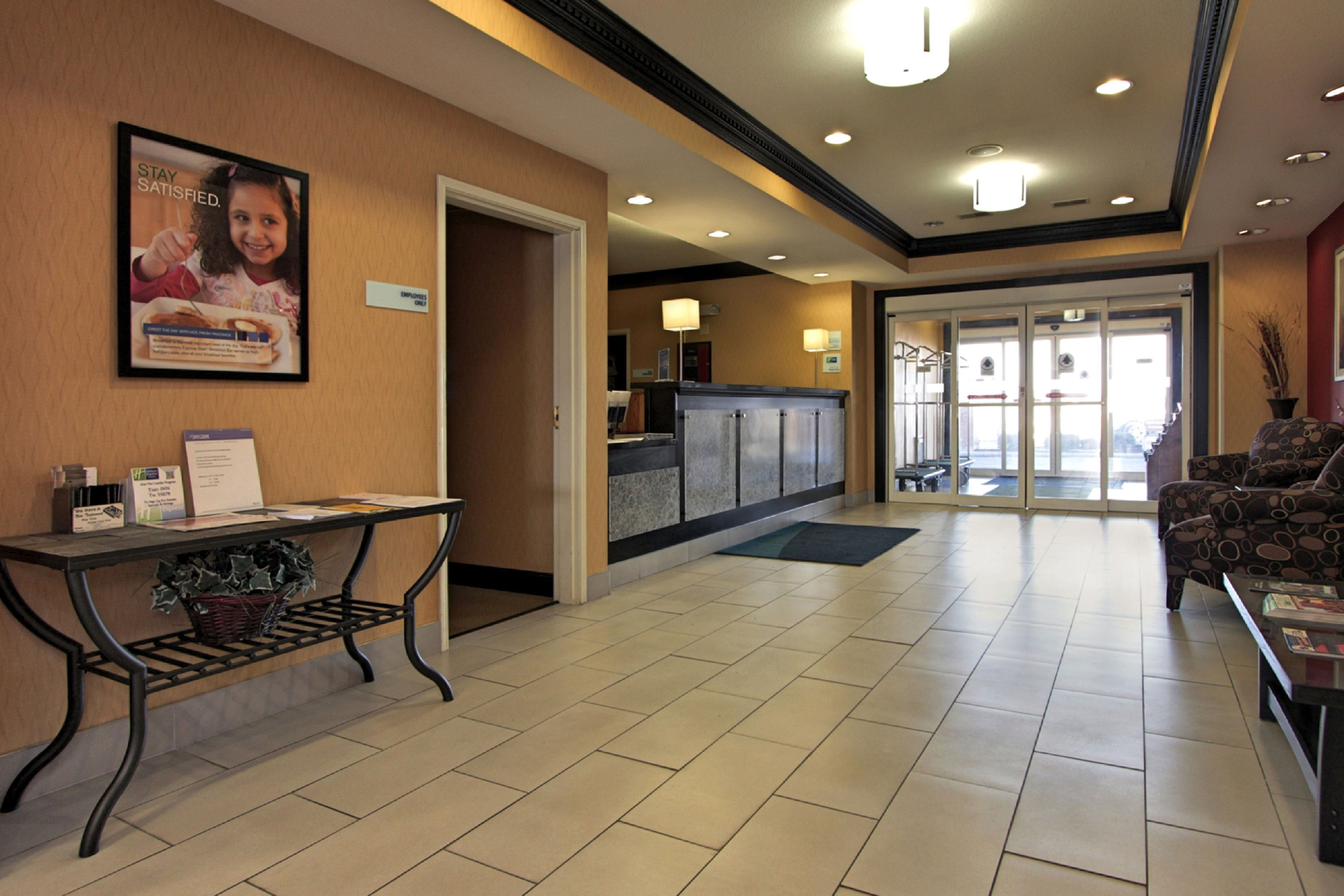 Holiday Inn Express & Suites Defiance image 5