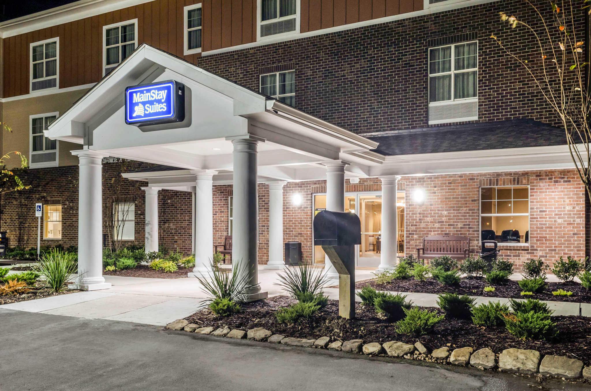 MainStay Suites Hackberry Sportsman's Lodge image 4