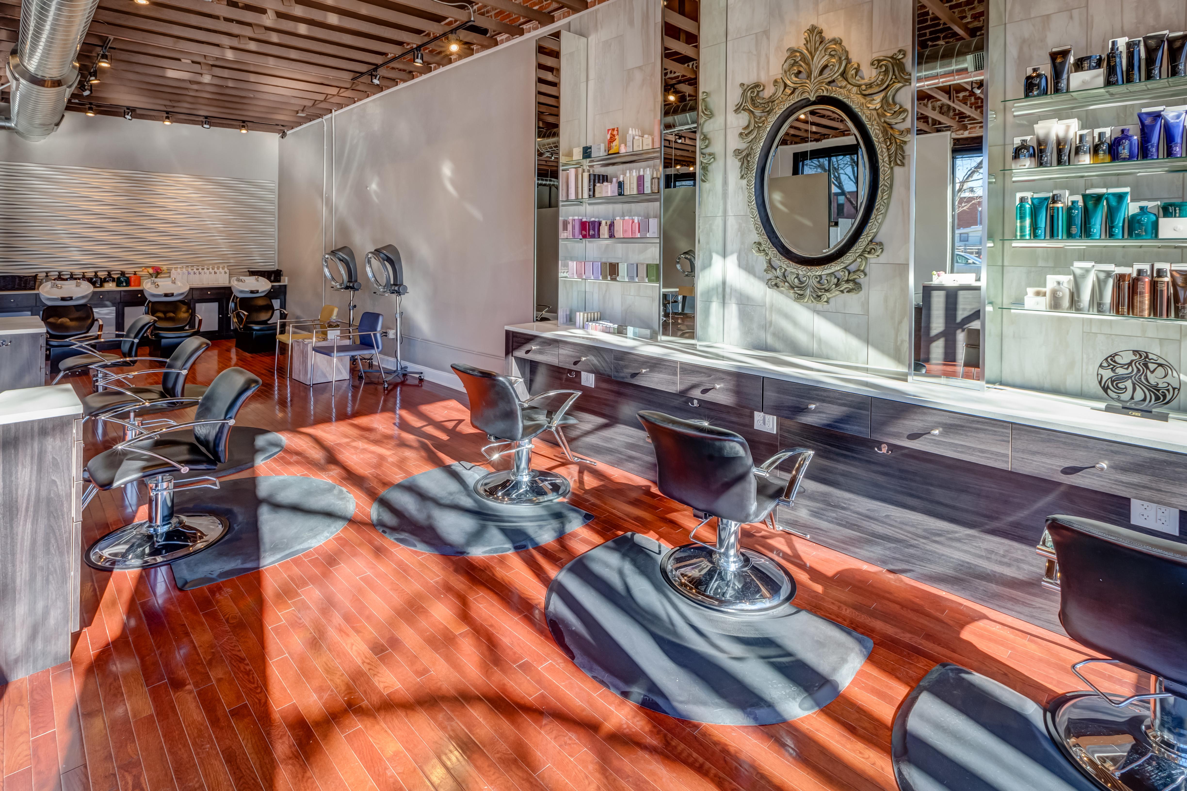 Deseo Salon & BlowDry image 2