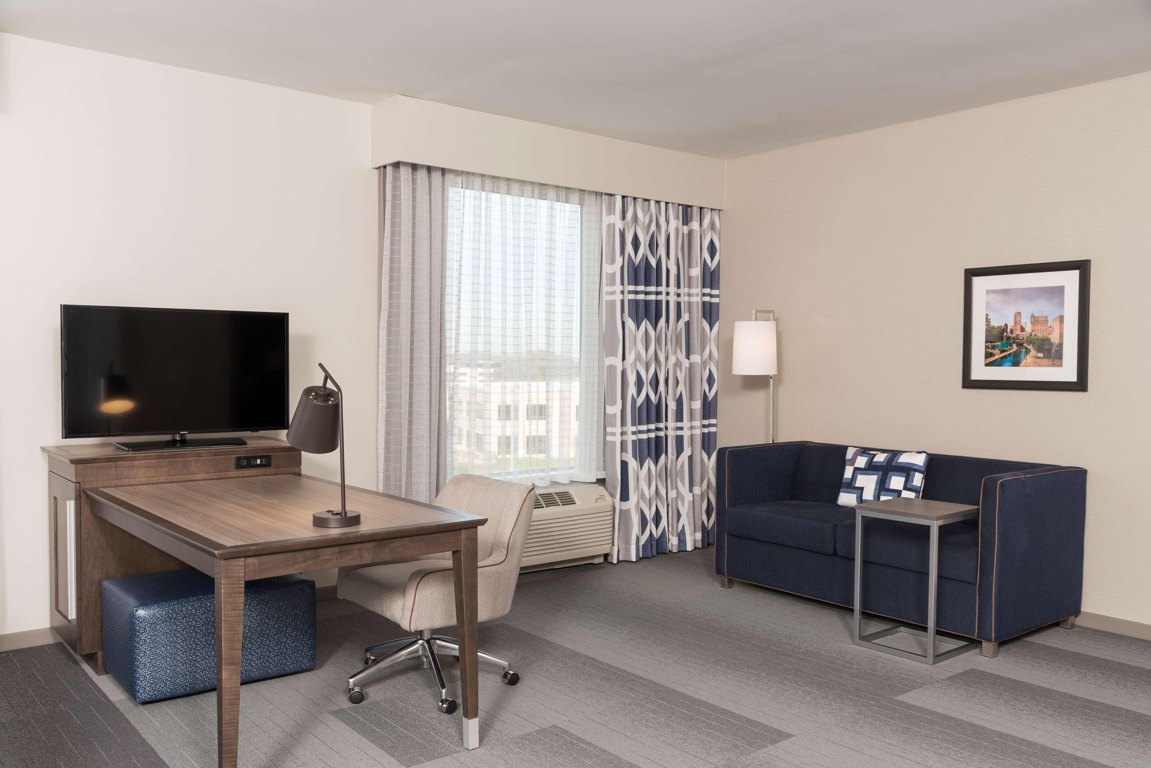 Hampton Inn & Suites Indianapolis-Keystone image 27