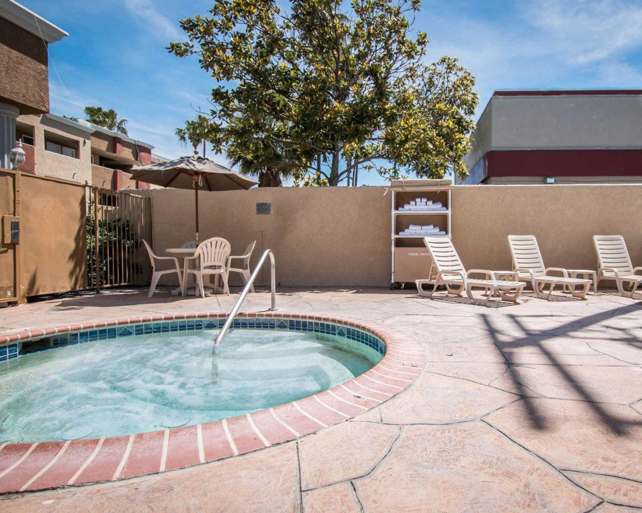 Comfort Suites Huntington Beach image 9