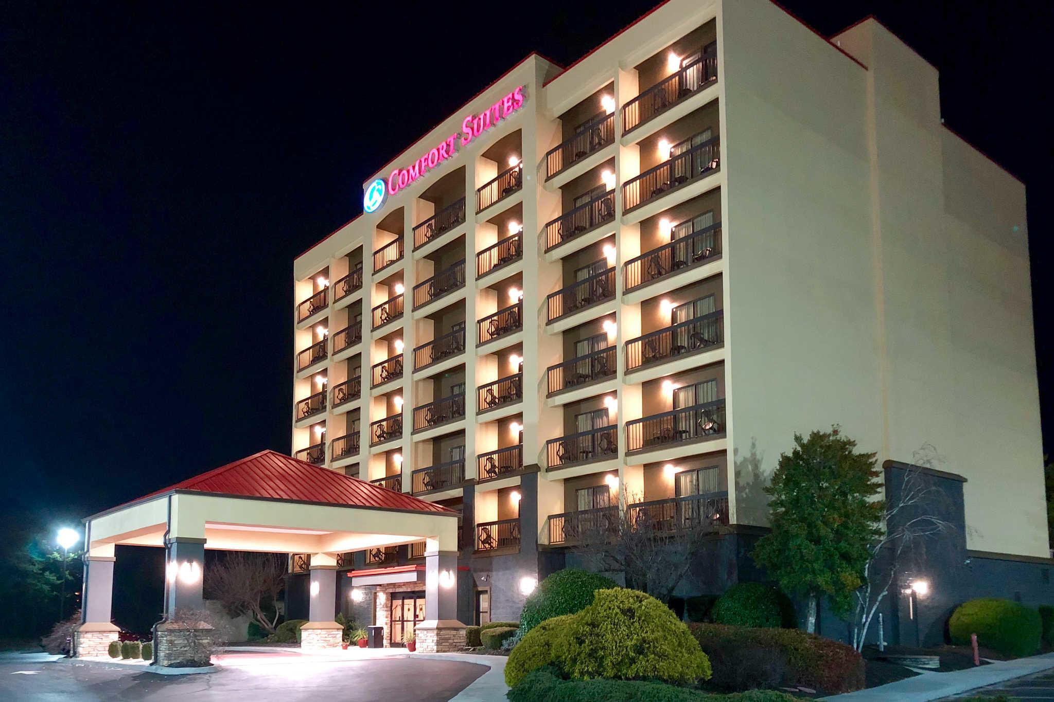 Comfort Suites Mountain Mile Area image 1