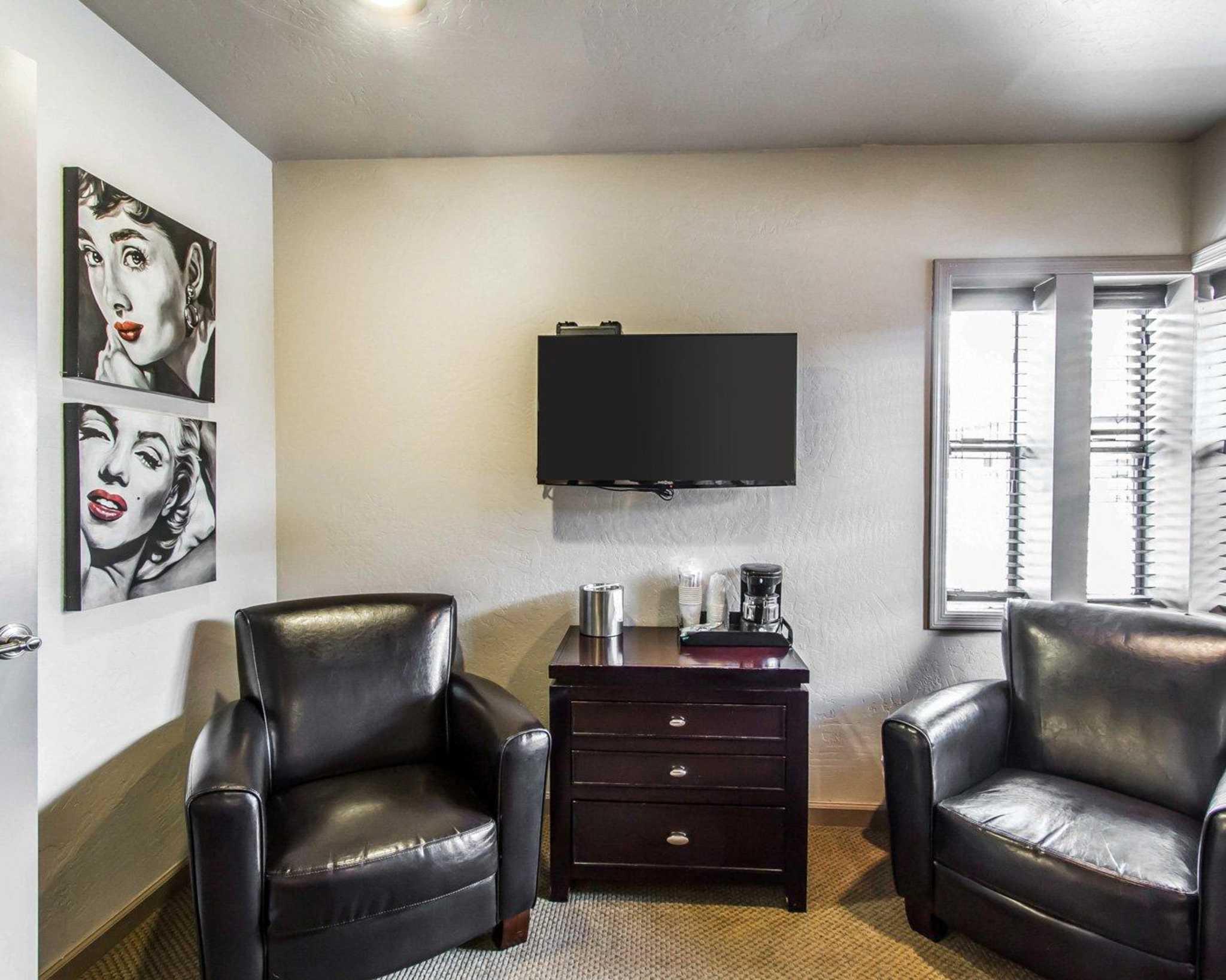 Rodeway Inn & Suites Downtowner-Rte 66 image 28