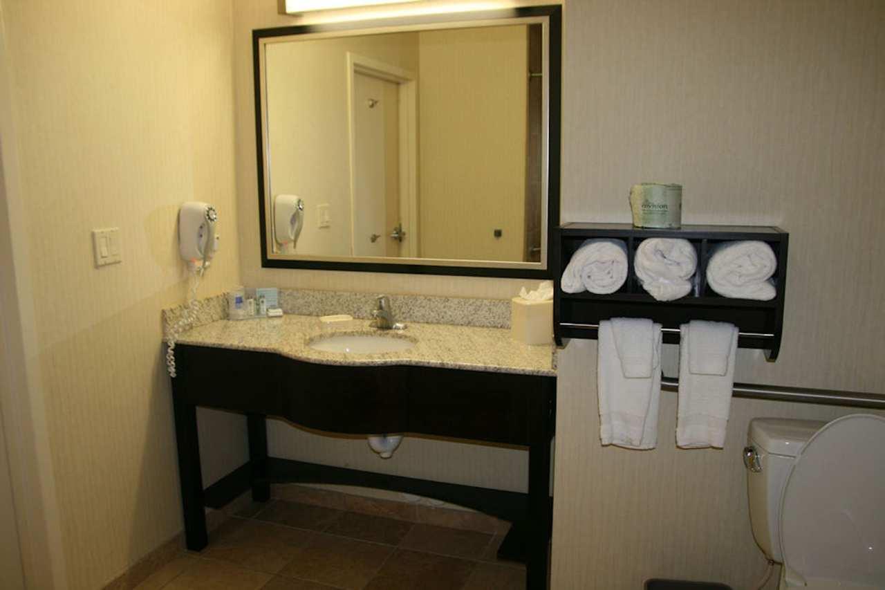 Hampton Inn & Suites Phoenix Glendale-Westgate image 8
