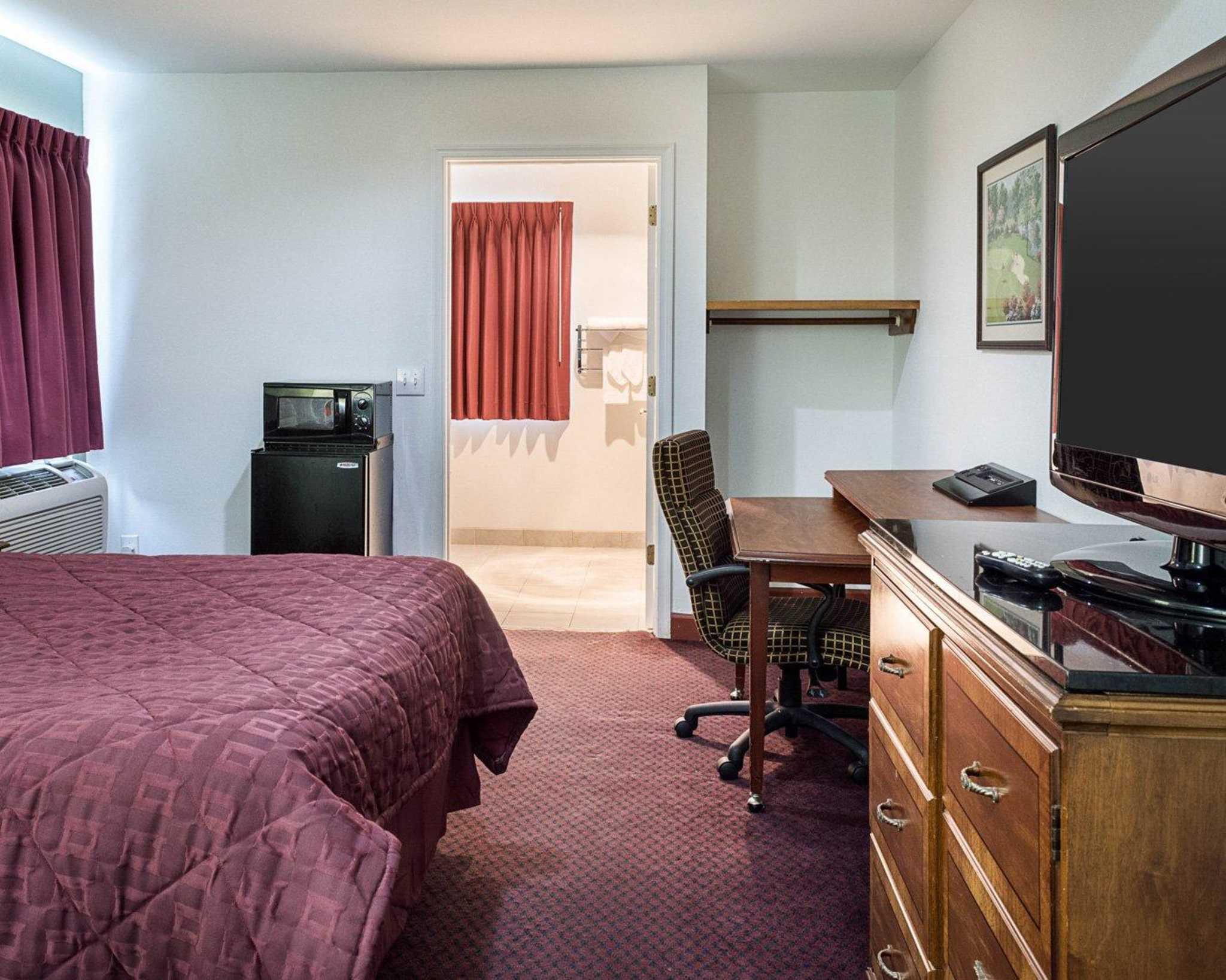Econo Lodge Inn & Suites Carrollton Smithfield image 6