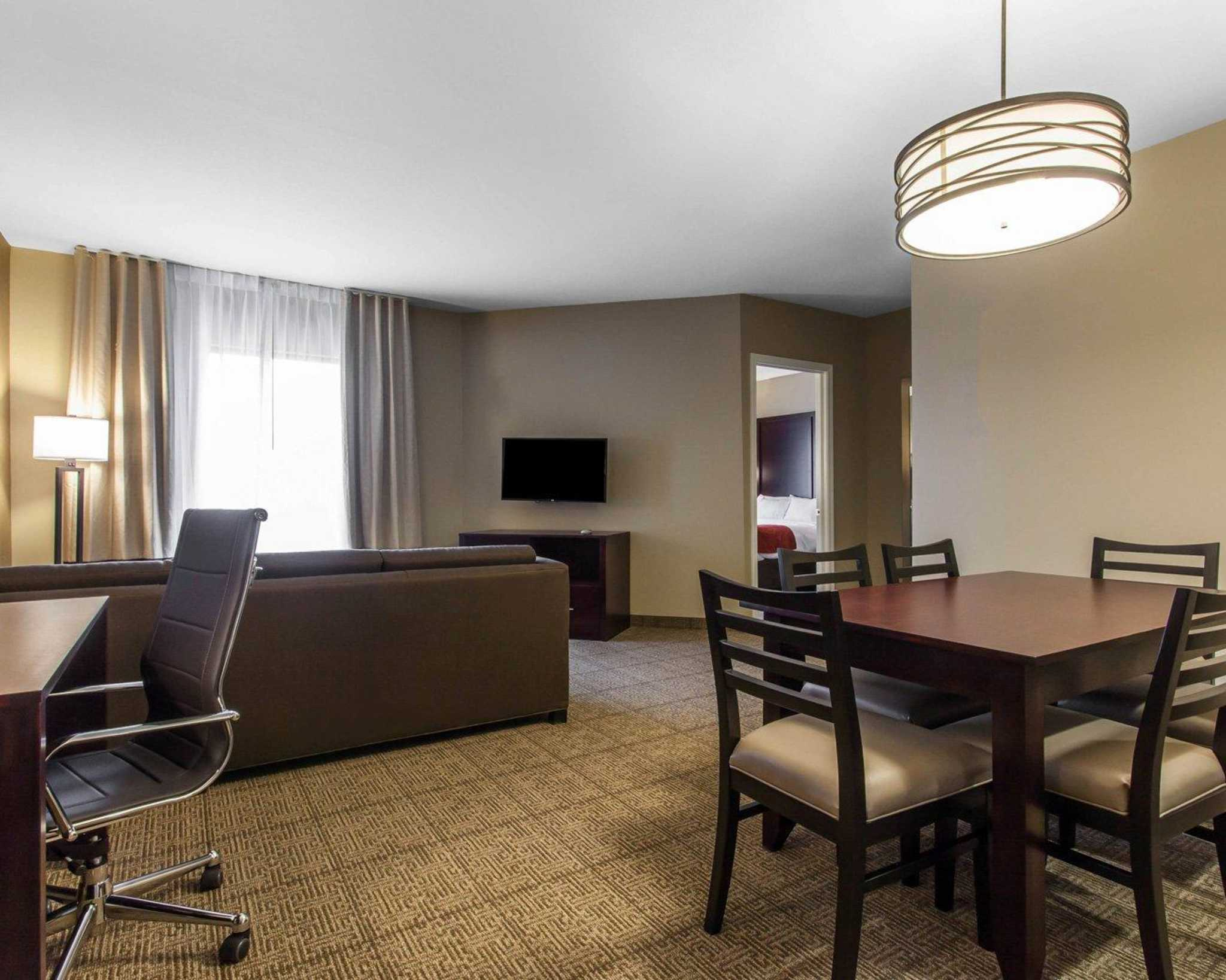 Comfort Suites Youngstown North image 25
