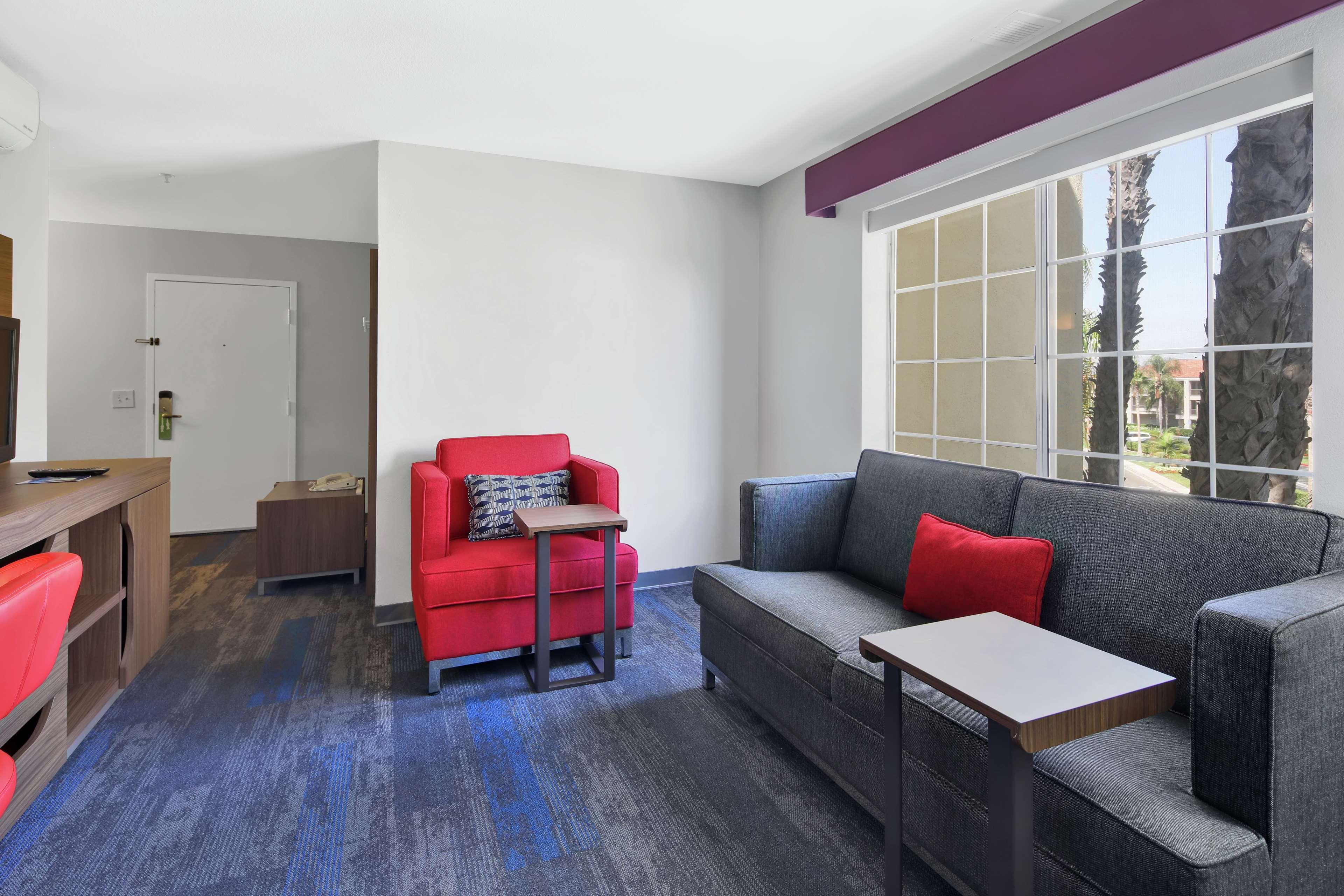 Hampton Inn & Suites Santa Ana/Orange County Airport in Santa Ana, CA, photo #27