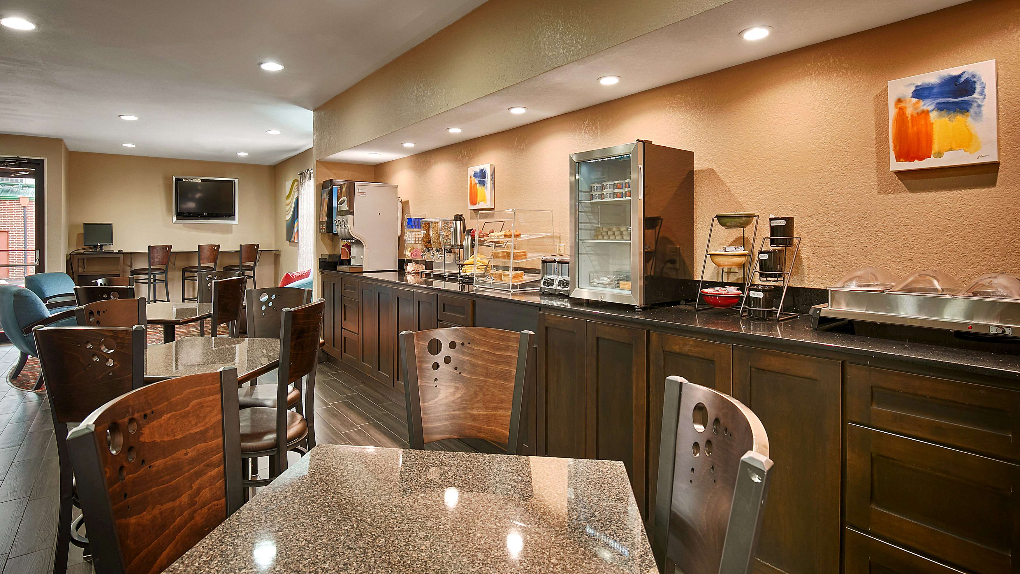 Best Western Cedar Inn image 28