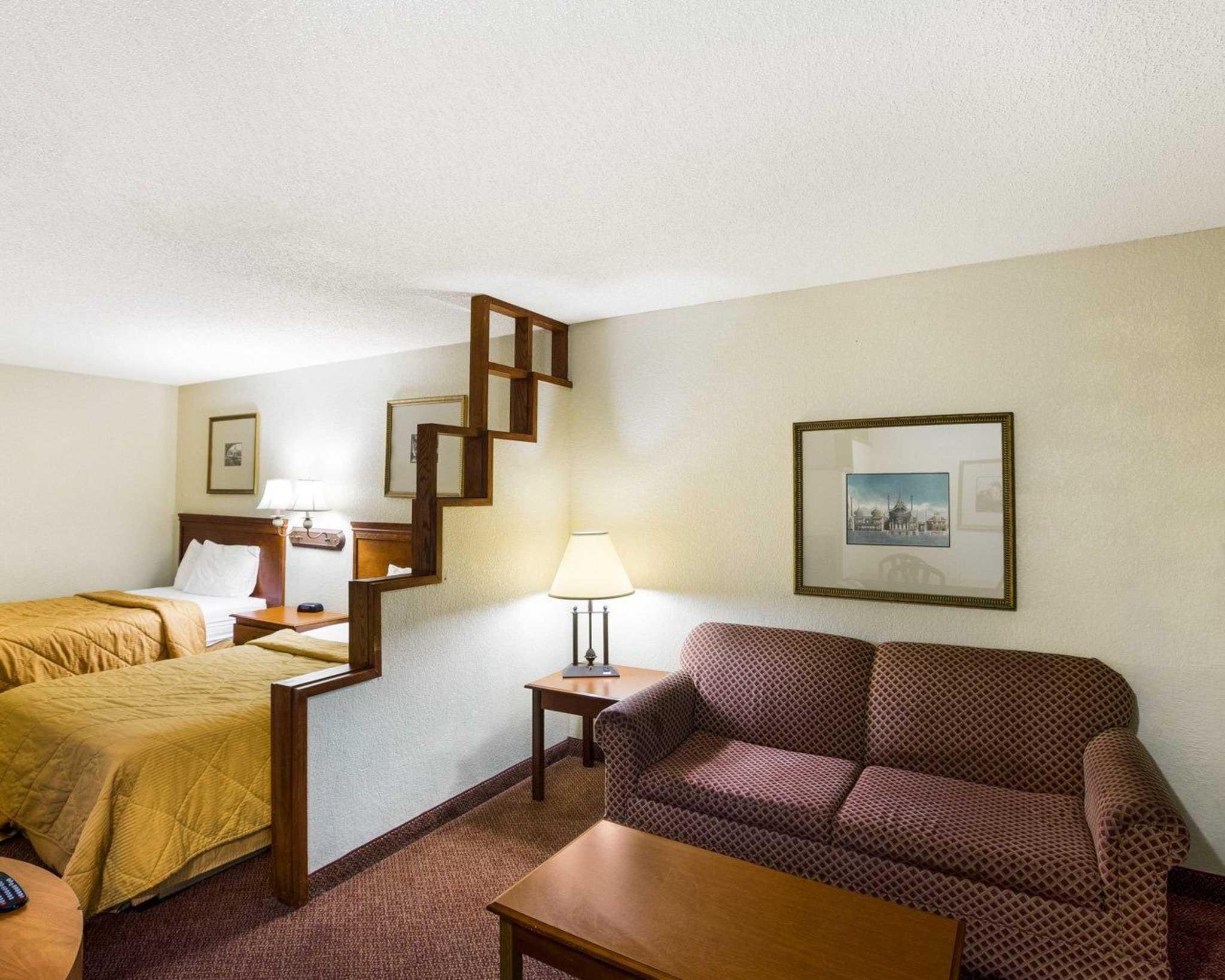Rodeway Inn & Suites Fiesta Park image 8