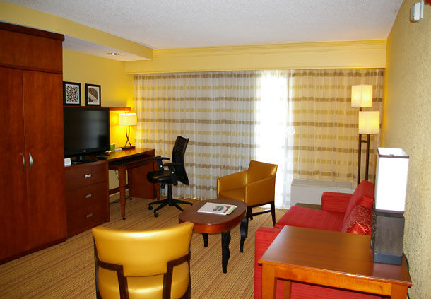 Courtyard by Marriott Danville image 4