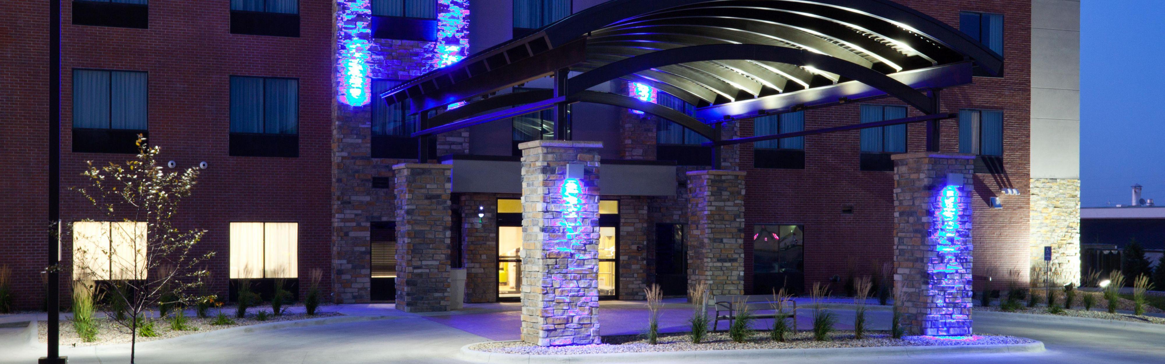 Holiday Inn Express & Suites Fort Dodge image 0