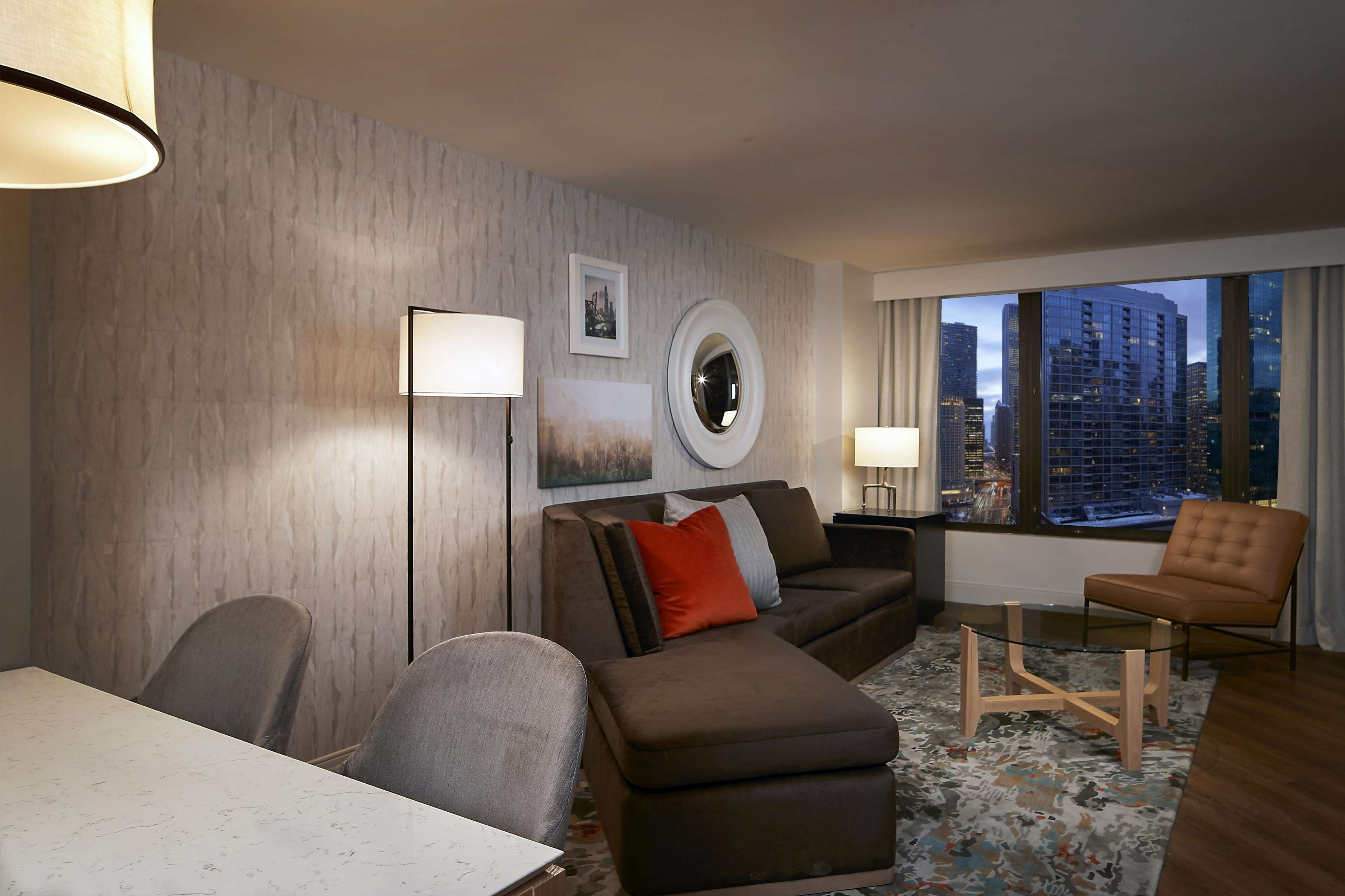 Hilton Grand Vacations Chicago Downtown Magnificent Mile image 7