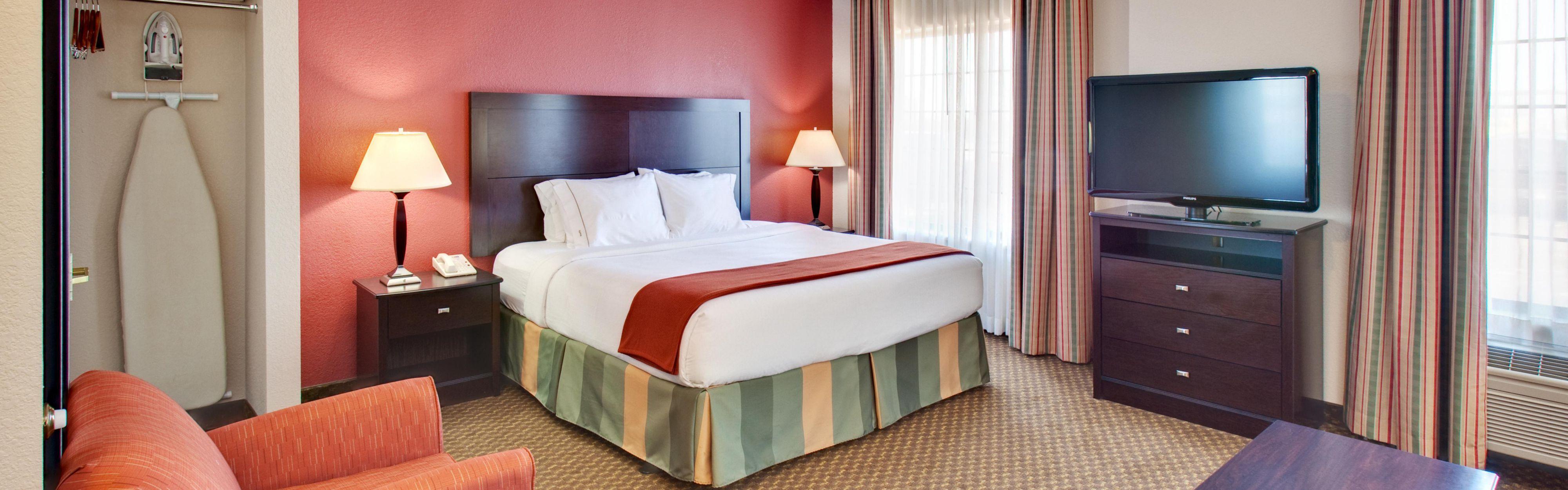 Holiday Inn Express & Suites Pleasant Prairie / Kenosha image 1