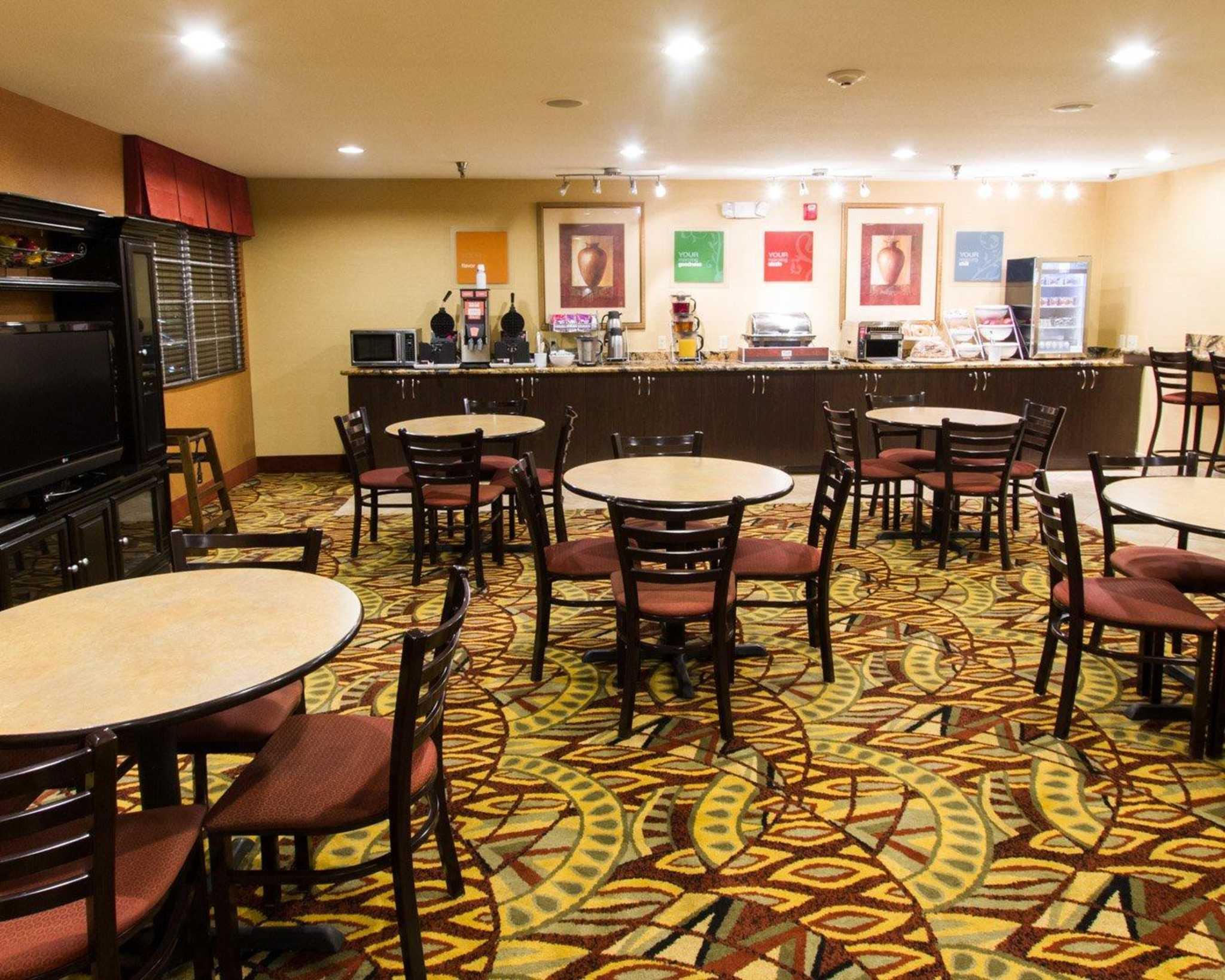 Comfort Suites Phoenix Airport image 13