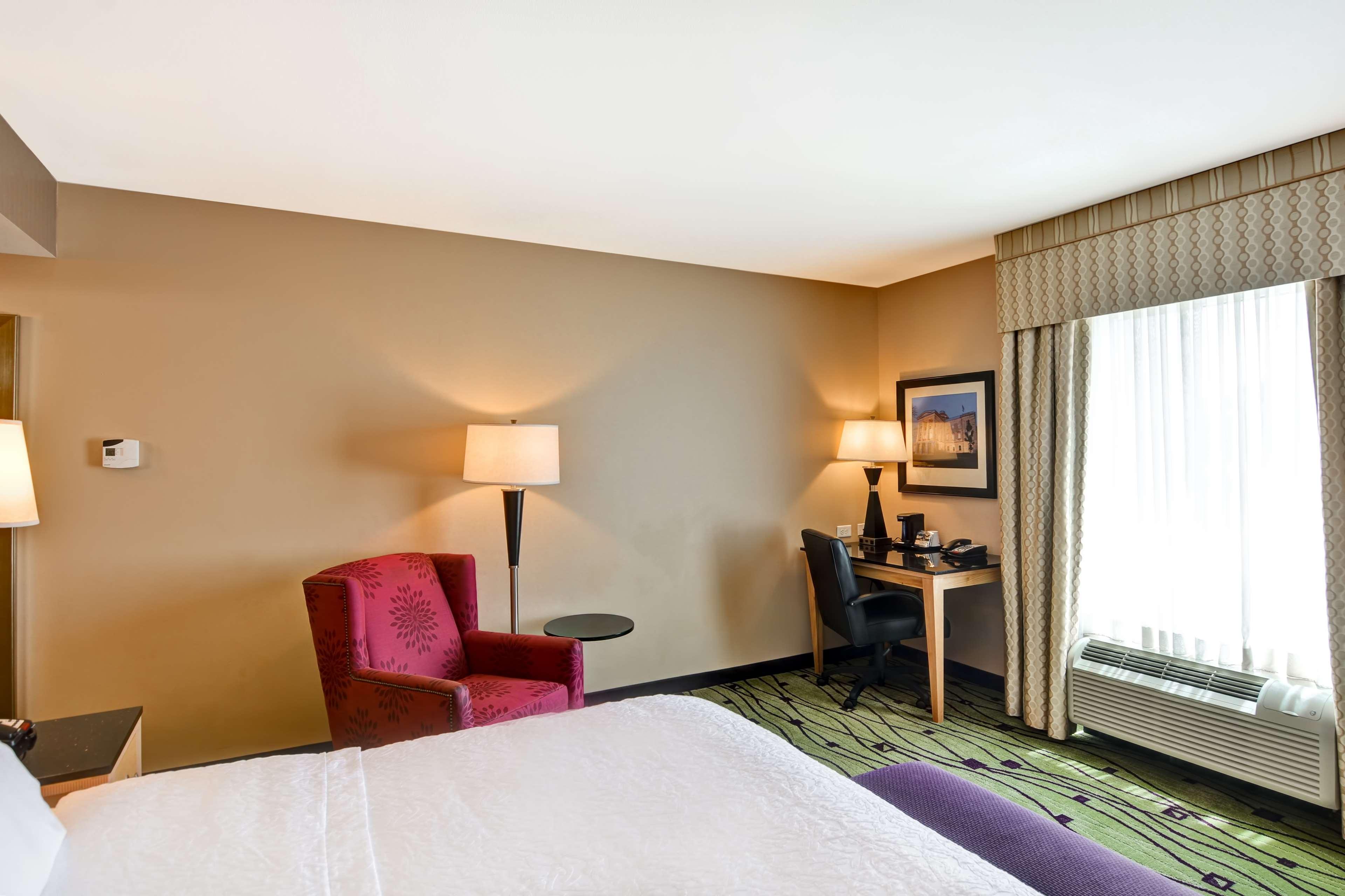 Hampton Inn & Suites Raleigh/Crabtree Valley image 36