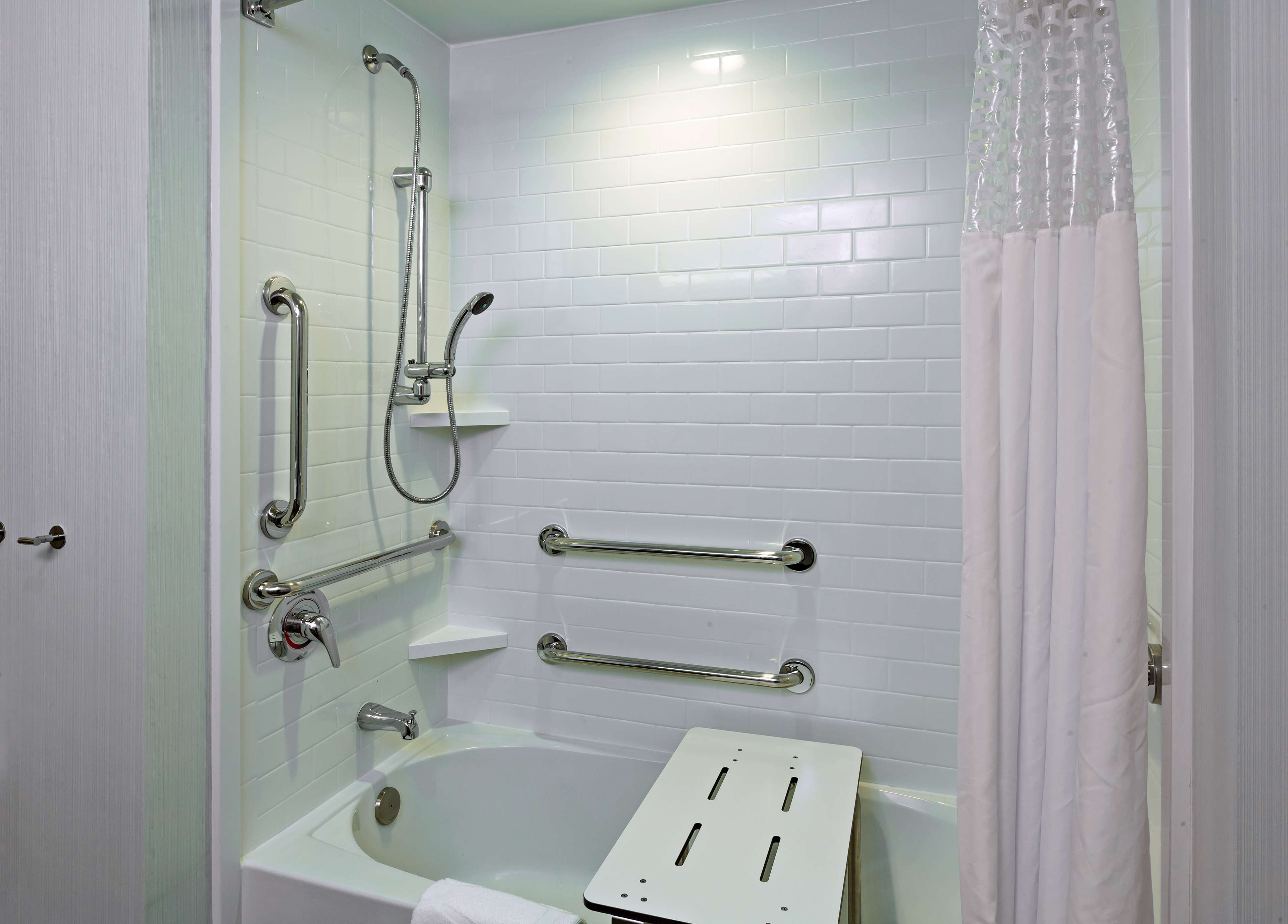 Hampton Inn & Suites Claremore image 27