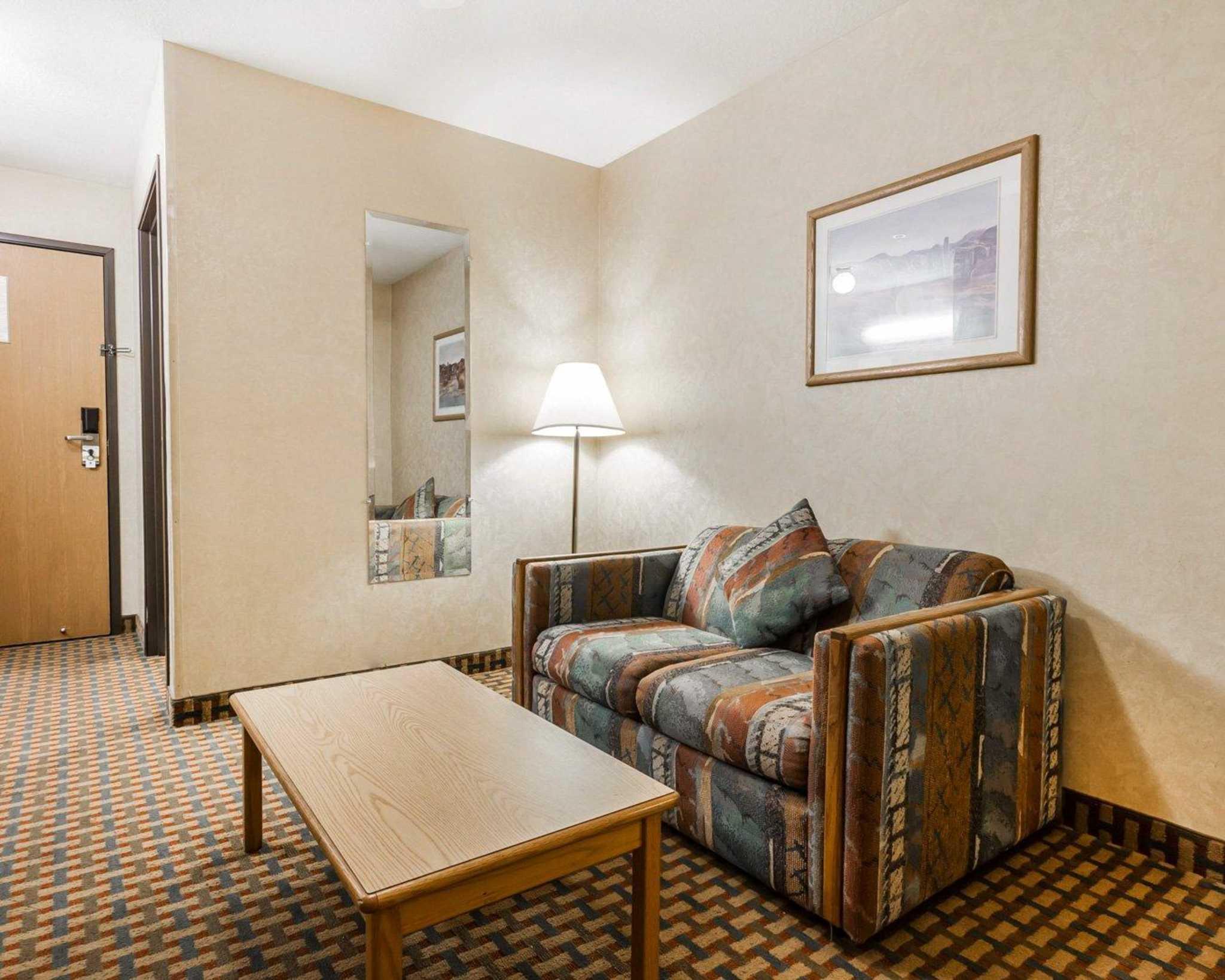 Quality Inn & Suites Surprise Near Sun City West image 7